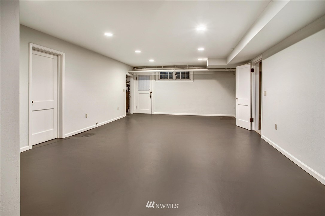 7100 55th Avenue, Seattle, Washington 98118, 4 Bedrooms Bedrooms, ,2 BathroomsBathrooms,Residential,For Sale,55th,NWM1732115