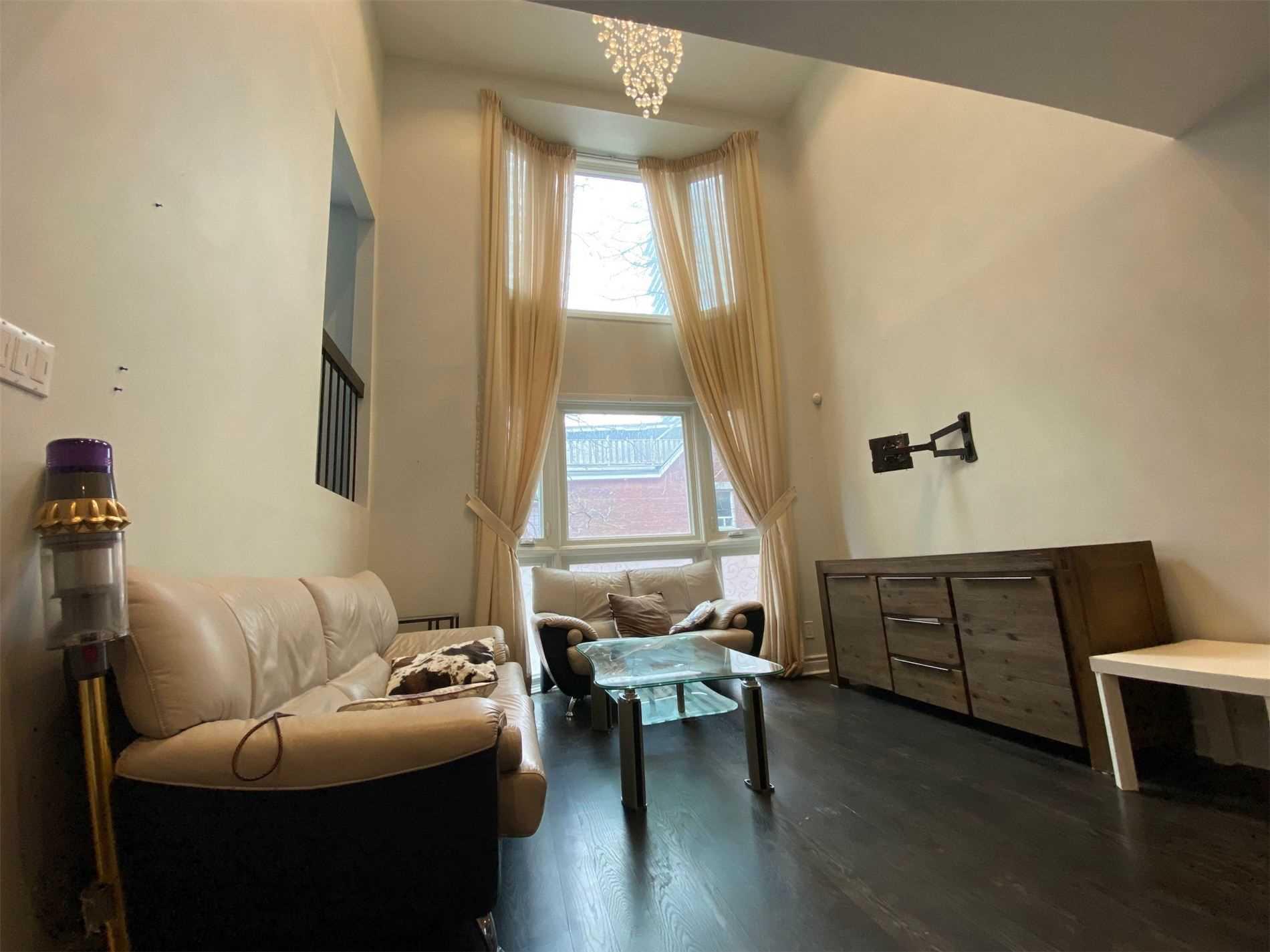 197 Mutual St, Toronto, Ontario M5B2B4, 5 Bedrooms Bedrooms, 7 Rooms Rooms,4 BathroomsBathrooms,Att/Row/Twnhouse,For Sale,Mutual,C5200158