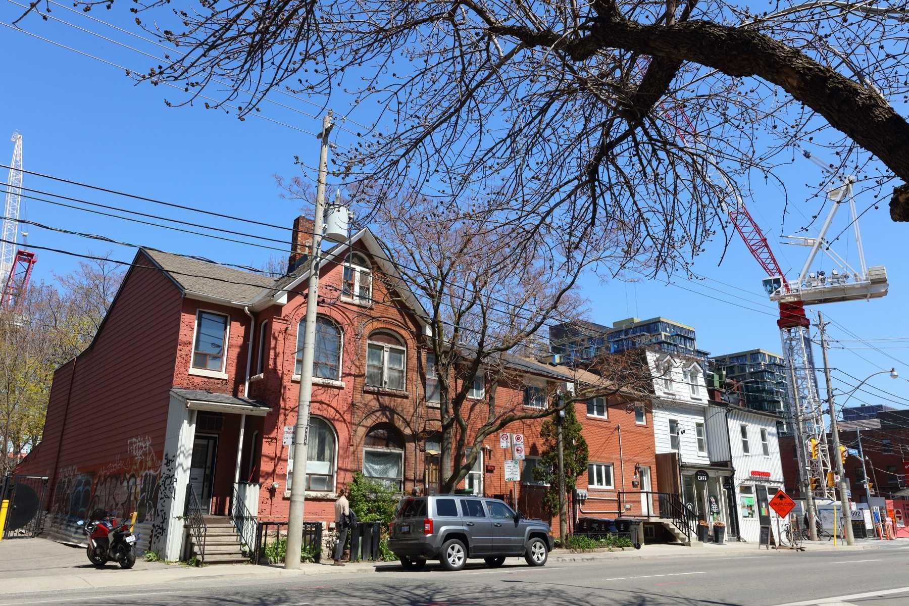 514 Adelaide St, Toronto, Ontario M5V-1T5, 3 Bedrooms Bedrooms, 8 Rooms Rooms,2 BathroomsBathrooms,Semi-detached,For Sale,Adelaide,C5208709