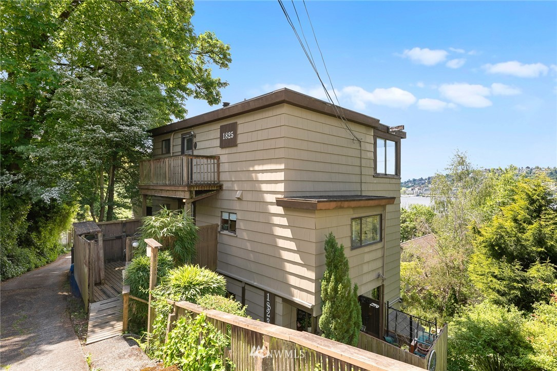 1823 Broadyway, Seattle, Washington 98102, ,Residential Income,For Sale,Broadyway,NWM1786523