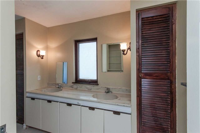 Detached house For Sale In Richmond Hill - 90 Elgin Mills Rd, Richmond Hill, Ontario, Canada L4C 4M2 , 3 Bedrooms Bedrooms, ,2 BathroomsBathrooms,Detached,For Sale,Elgin Mills