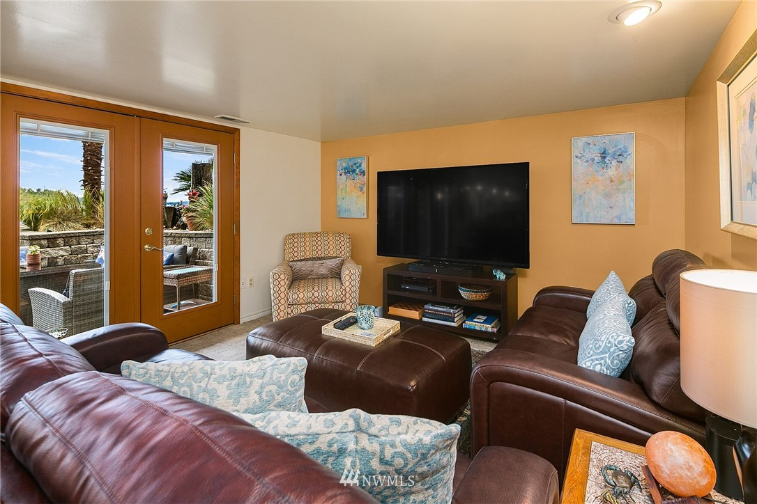 9025 Juanita Lane, Kirkland, Washington 98034, 5 Bedrooms Bedrooms, ,4 BathroomsBathrooms,Residential,For Sale,Juanita,NWM1792834