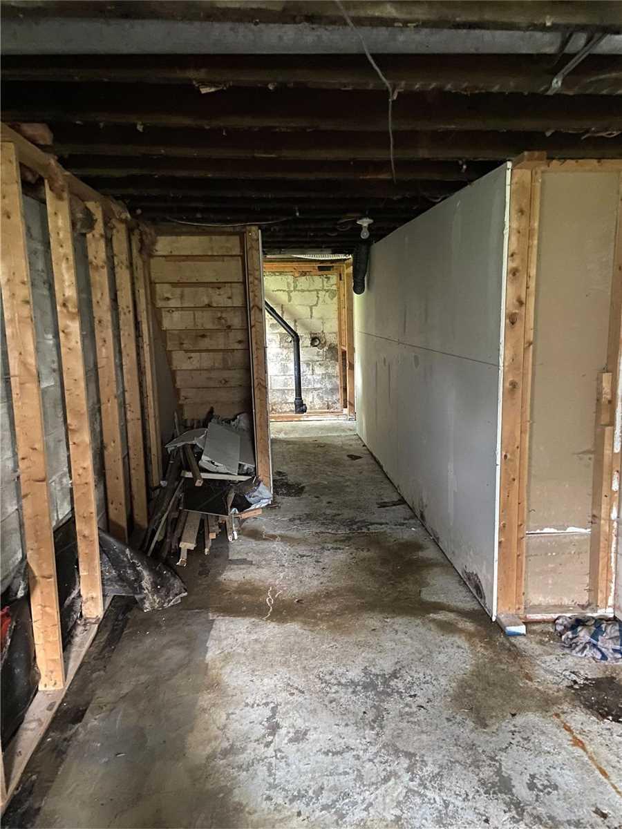Detached house For Sale In Richmond Hill - 245 North Lake Rd, Richmond Hill, Ontario, Canada L4E 2Z8 , 3 Bedrooms Bedrooms, ,1 BathroomBathrooms,Detached,For Sale,North Lake