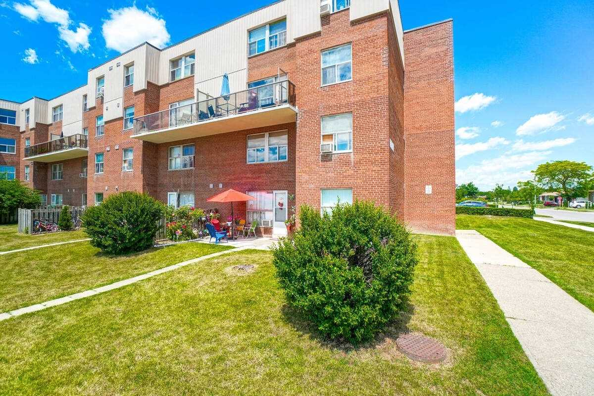 Condo Townhouse For Sale In Mississauga , 3 Bedrooms Bedrooms, ,2 BathroomsBathrooms,Condo Townhouse,For Sale,121 B,Forestwood