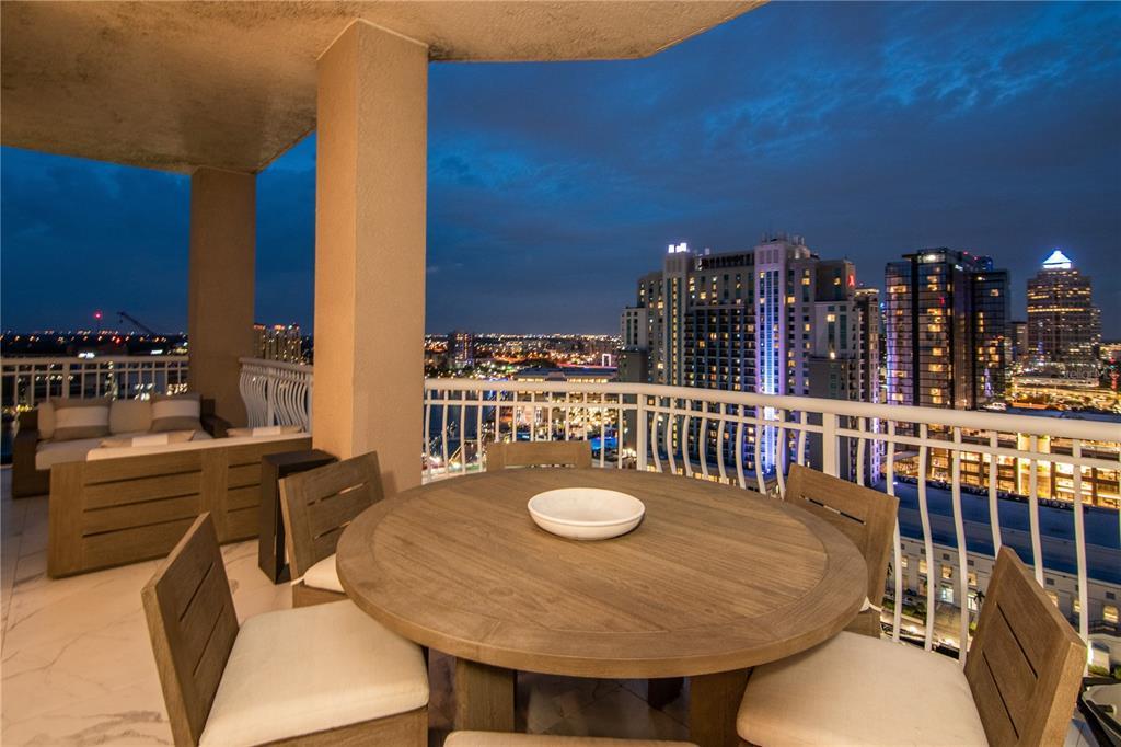 371 CHANNELSIDE WALK WAY, TAMPA, Florida 33602, 4 Bedrooms Bedrooms, ,2 BathroomsBathrooms,Residential,For Sale,CHANNELSIDE WALK,MFRT3313311