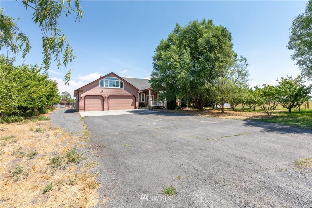 18163 Road B, Soap Lake, Washington 98851, 3 Bedrooms Bedrooms, ,2 BathroomsBathrooms,Farm,For Sale,Road B,NWM1802353