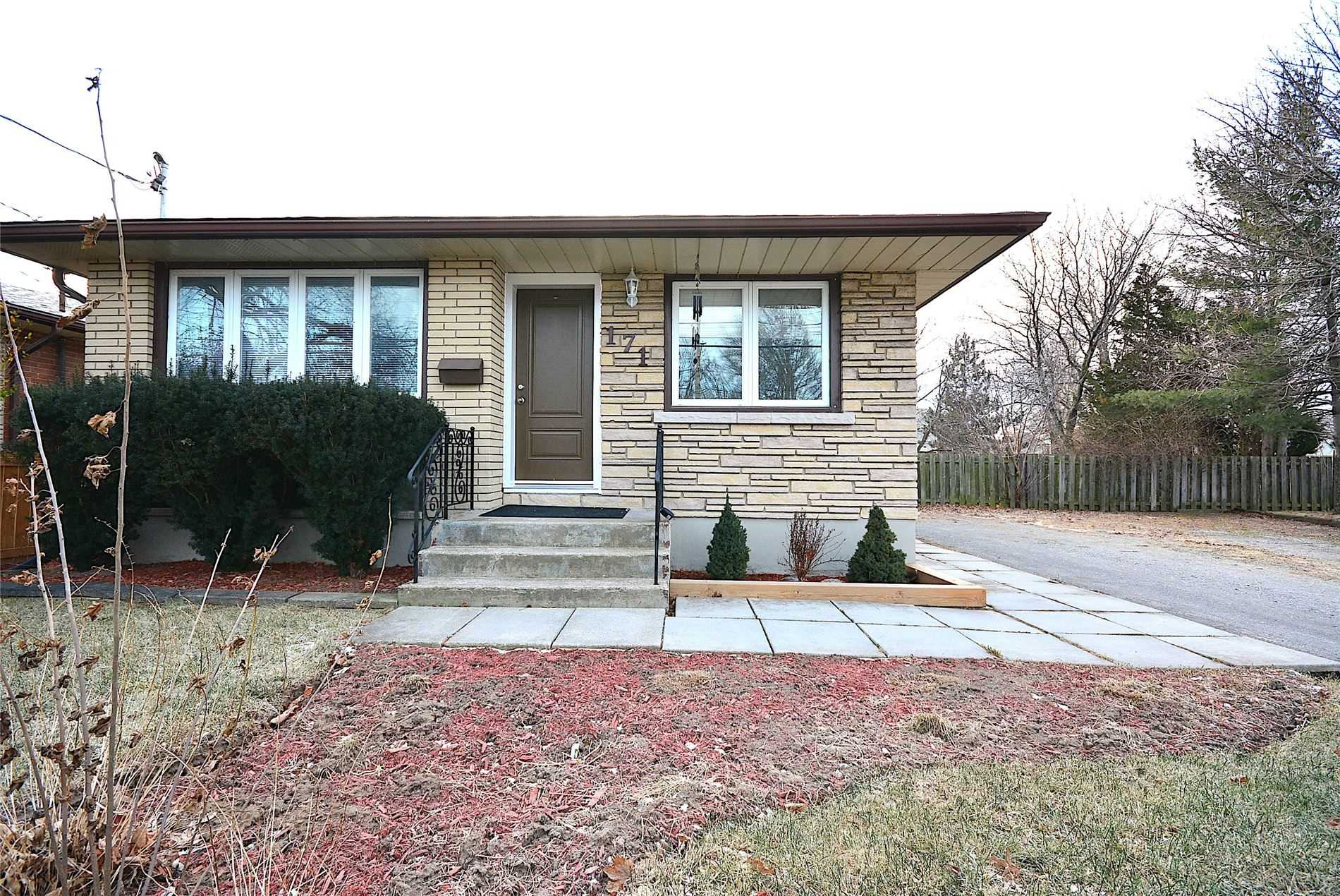 Detached house For Lease In St. Catharines - 171 Rykert St, St. Catharines, Ontario, Canada L2S 2B5 , 3 Bedrooms Bedrooms, ,1 BathroomBathrooms,Detached,For Lease,1,Rykert