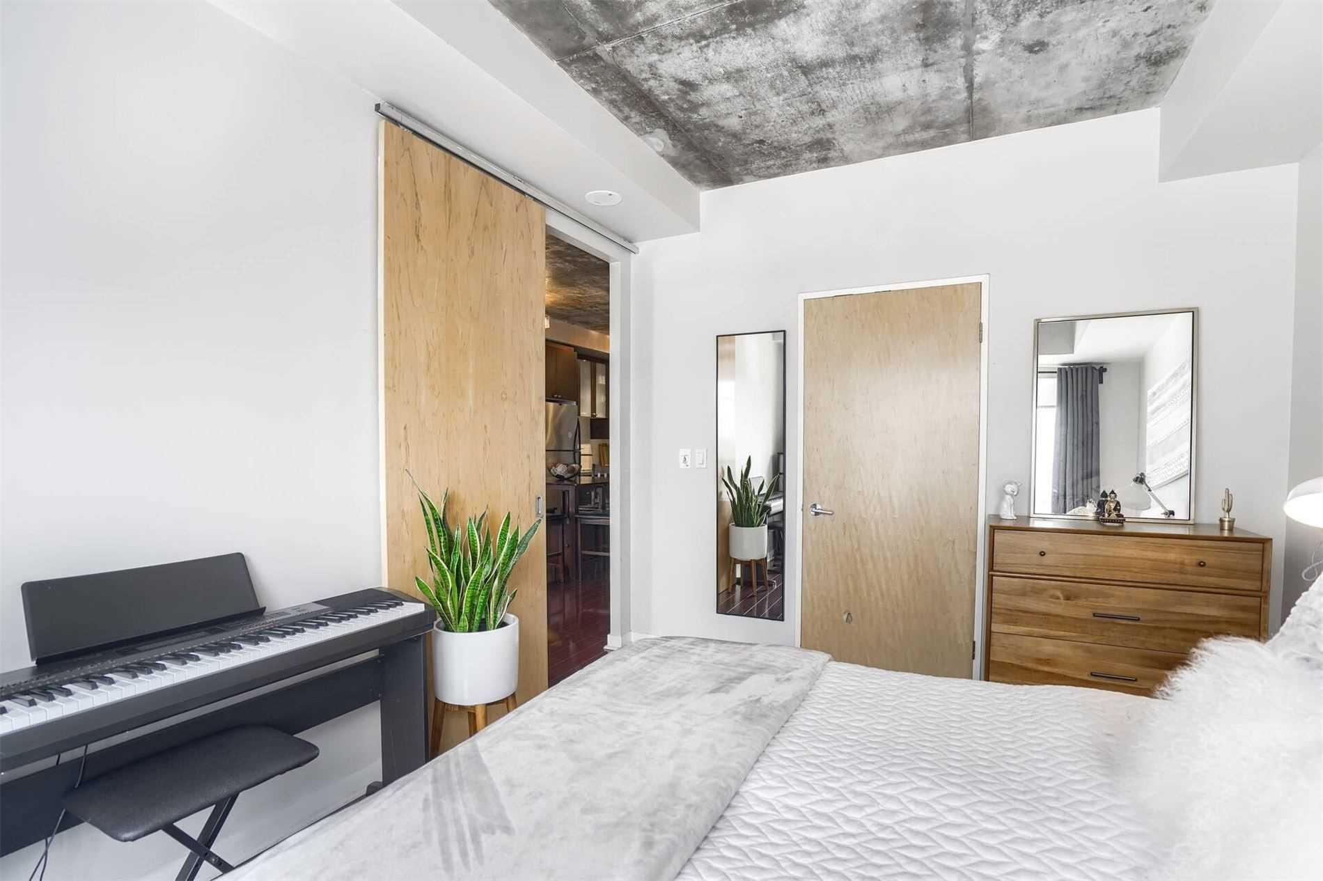 Condo Apt For Sale In Toronto , 1 Bedroom Bedrooms, ,1 BathroomBathrooms,Condo Apt,For Sale,420,Shaw