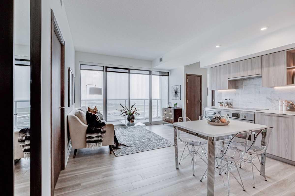 Condo Apt For Sale In Toronto , 3 Bedrooms Bedrooms, ,2 BathroomsBathrooms,Condo Apt,For Sale,3202,Bathurst