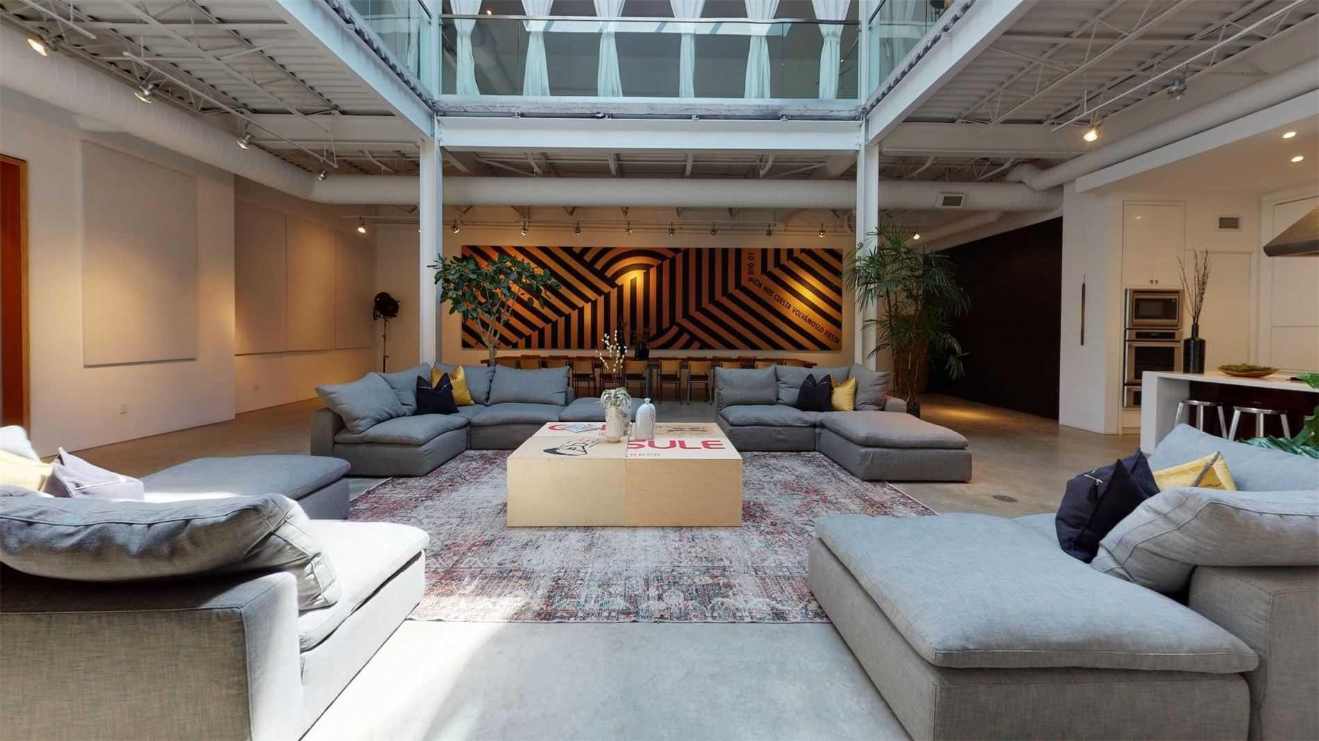 1 Roof Garden Lane, Toronto, Ontario M6H1R2, 1 Bedroom Bedrooms, 14 Rooms Rooms,3 BathroomsBathrooms,Detached,For Sale,Roof Garden,W5297866