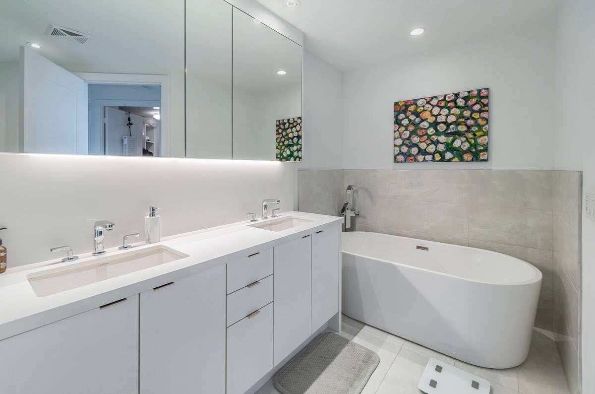 1 Edgewater Dr, Toronto, Ontario M5A1B9, 2 Bedrooms Bedrooms, 5 Rooms Rooms,3 BathroomsBathrooms,Condo Apt,For Sale,Edgewater,C5301772