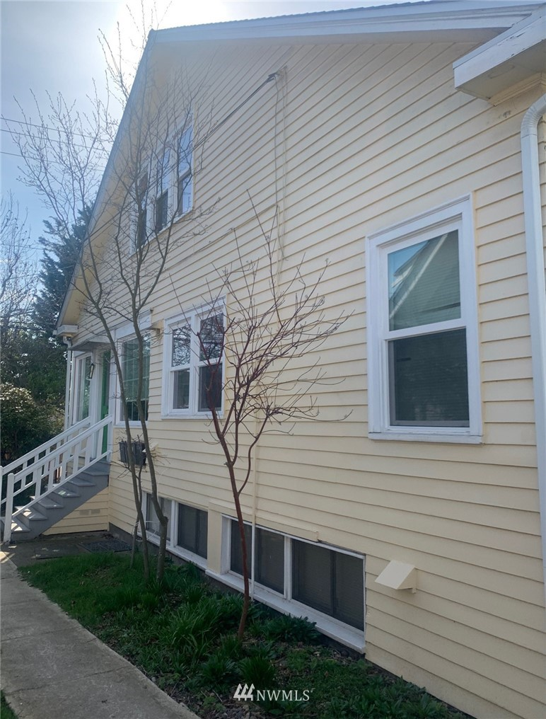 1812 40th st Street, Seattle, Washington 98103, ,Residential Income,For Sale,40th st,NWM1808797