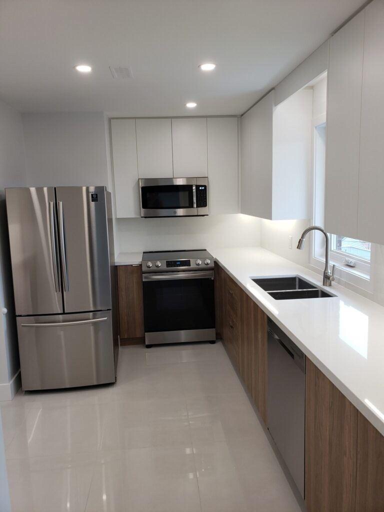21 Manitoba St, Toronto, Ontario M8Y1C8, 2 Bedrooms Bedrooms, ,1 BathroomBathrooms,Upper Level,For Lease,Manitoba,W5308414