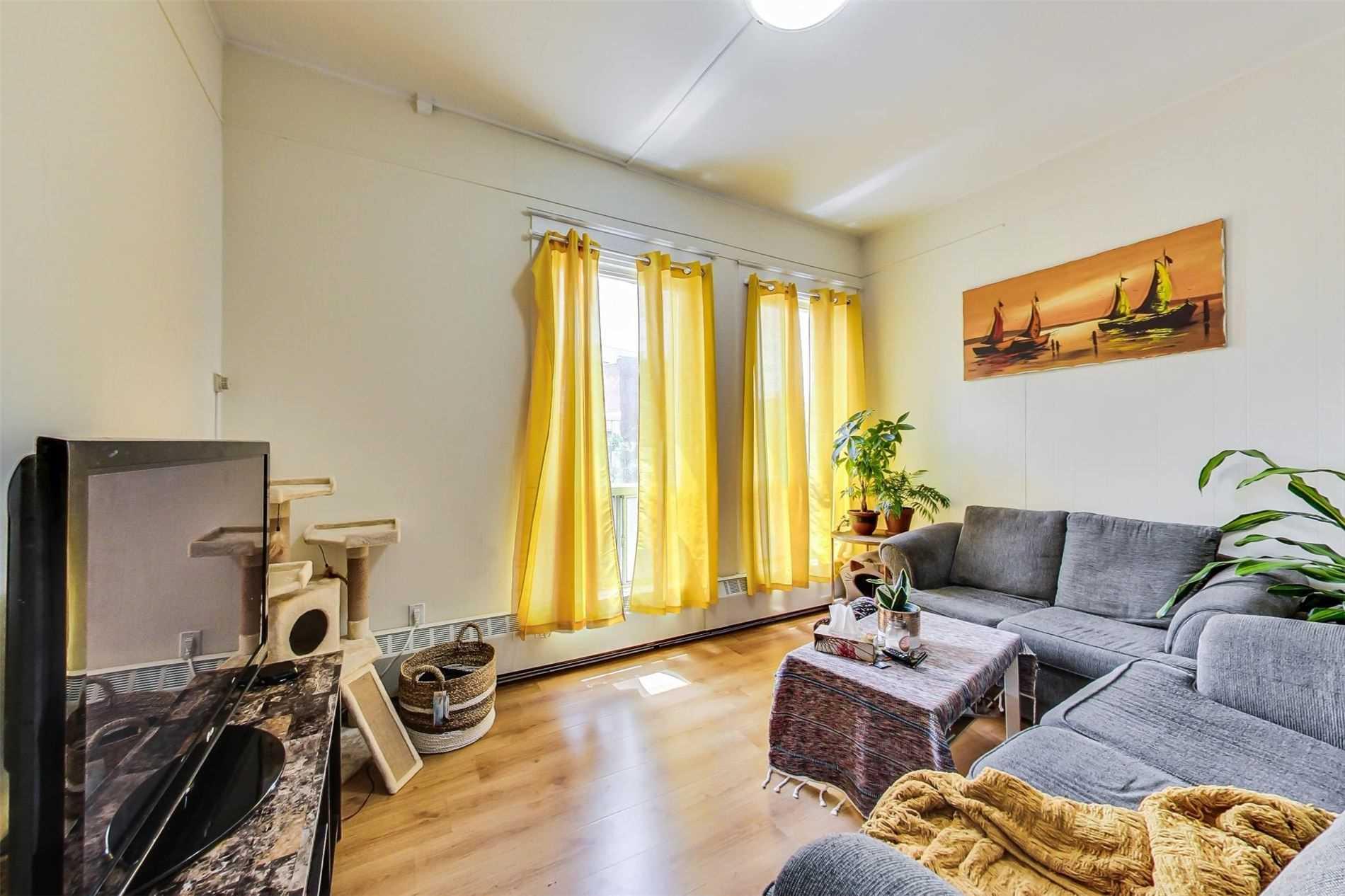 2978-88 Dundas St, Toronto, Ontario M6P1Z3, 9 Bedrooms Bedrooms, 24 Rooms Rooms,16 BathroomsBathrooms,Store W/apt/offc,For Sale,Dundas,W5311590