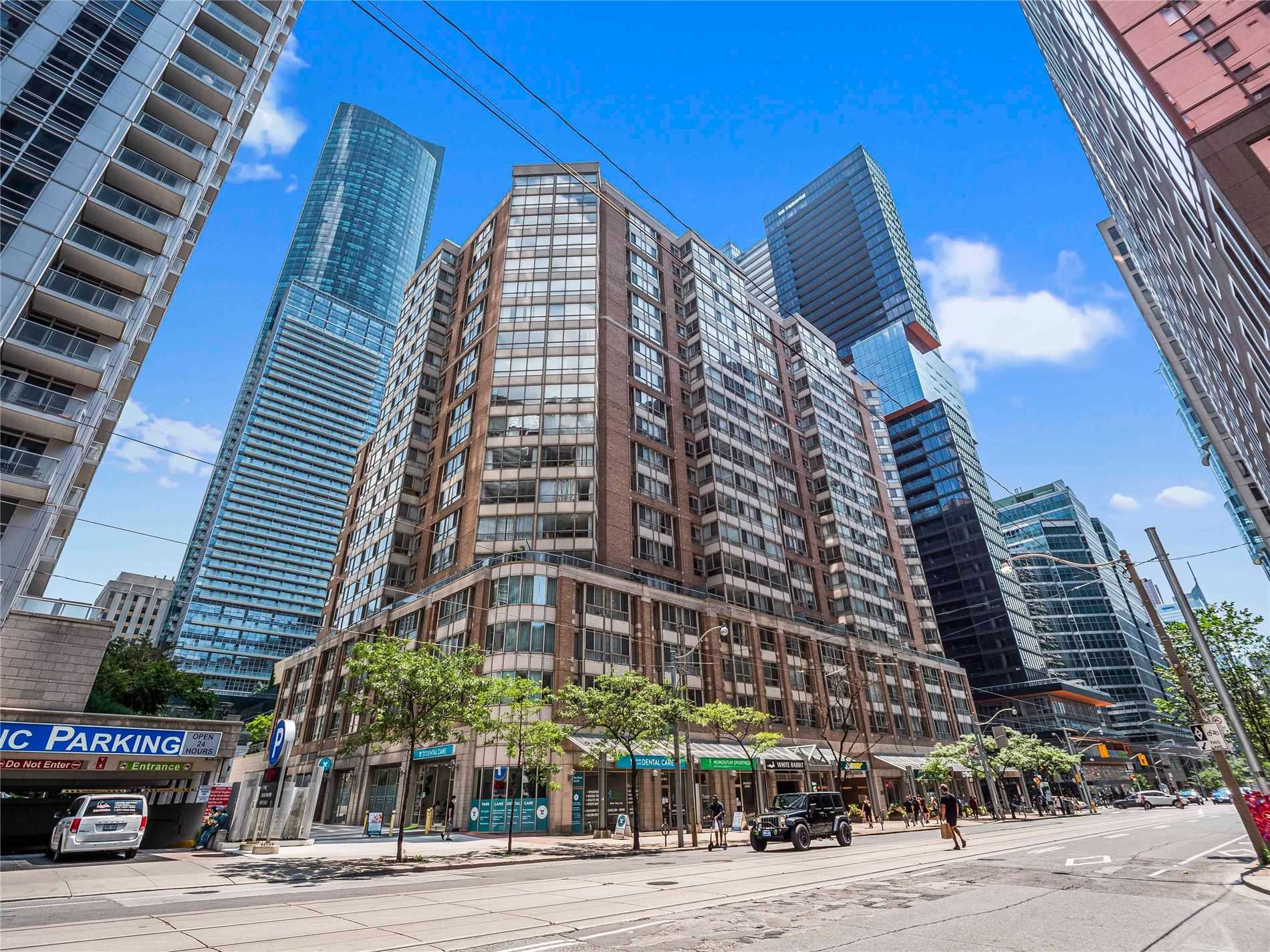 Condo Apt For Sale In Toronto , 2 Bedrooms Bedrooms, ,2 BathroomsBathrooms,Condo Apt,For Sale,1102,Bay