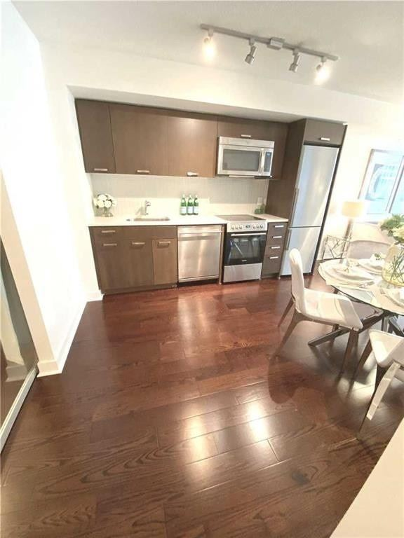 Condo Apt For Sale In Toronto , 2 Bedrooms Bedrooms, ,2 BathroomsBathrooms,Condo Apt,For Sale,711,Adelaide