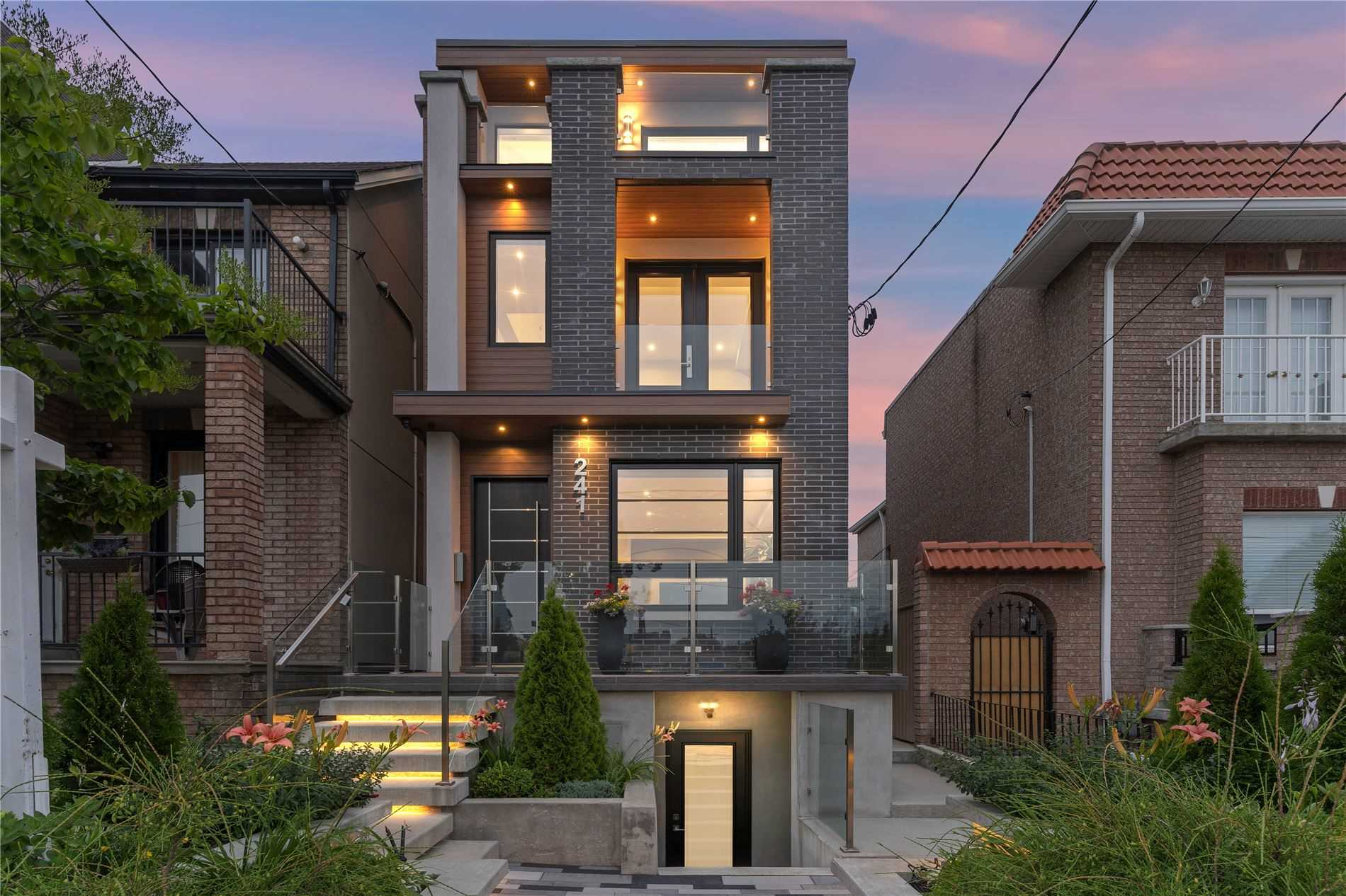 241 Lansdowne Ave, Toronto, Ontario M6K2W2, 3 Bedrooms Bedrooms, 8 Rooms Rooms,4 BathroomsBathrooms,Detached,For Sale,Lansdowne,C5314297