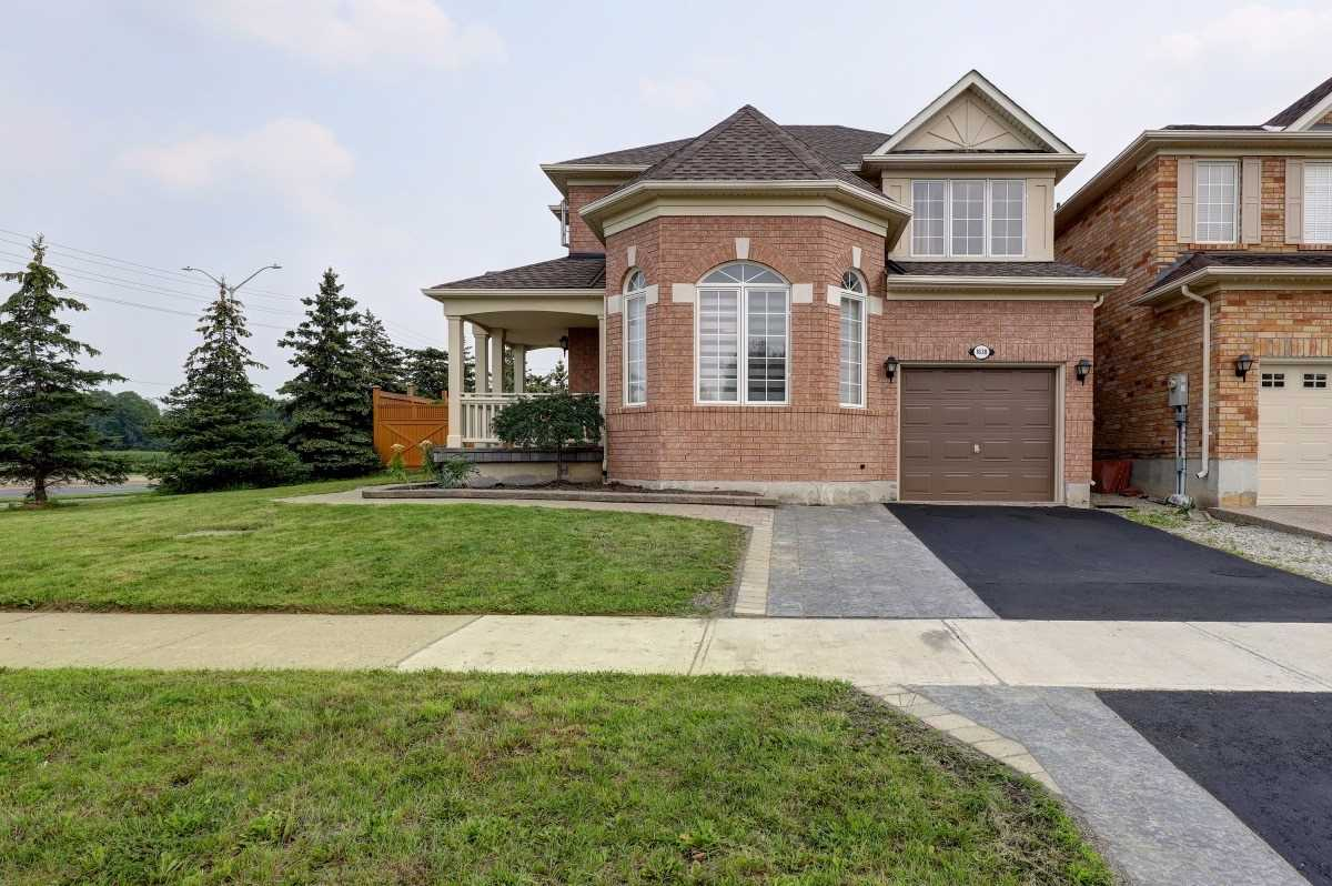 Detached house For Sale In Milton