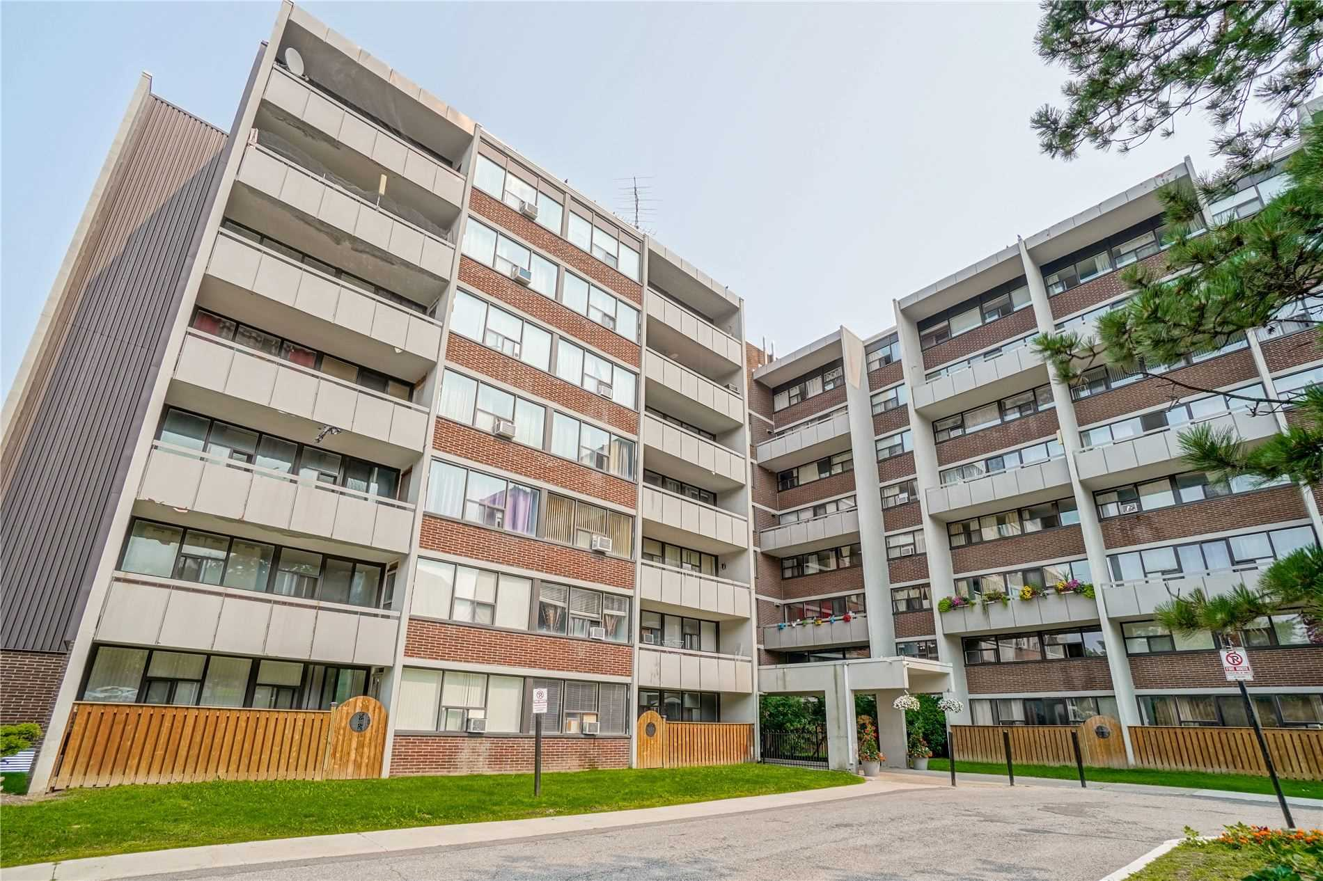 Condo Apt For Sale In Mississauga , 2 Bedrooms Bedrooms, ,1 BathroomBathrooms,Condo Apt,For Sale,728,Roche