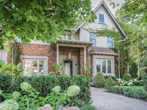 300 Oriole Pkwy, Toronto, Ontario M5P2H5, 4 Bedrooms Bedrooms, 9 Rooms Rooms,6 BathroomsBathrooms,Detached,For Sale,Oriole,C5276125