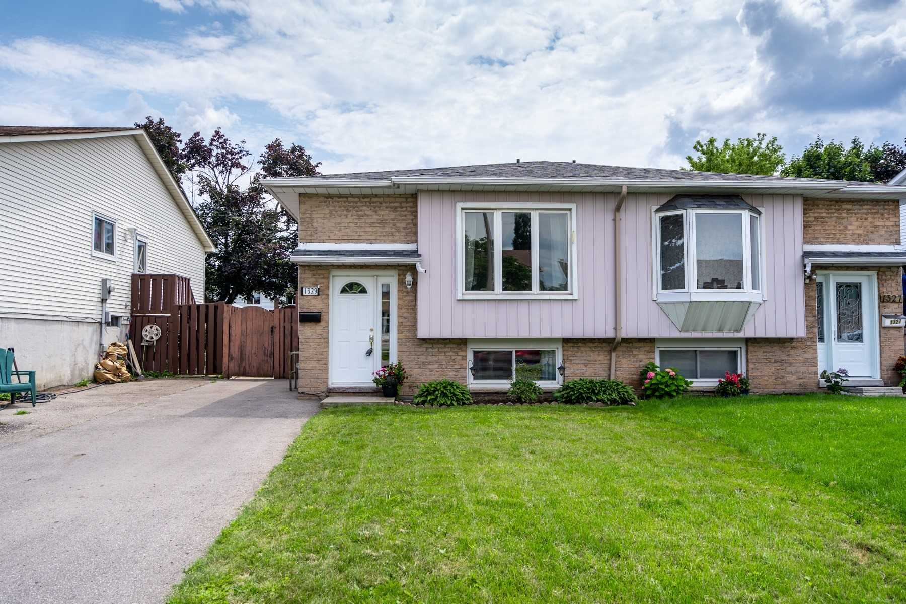 Semi-Detached For Sale In Oshawa , 2 Bedrooms Bedrooms, ,2 BathroomsBathrooms,Semi-Detached,For Sale,Pinehurst