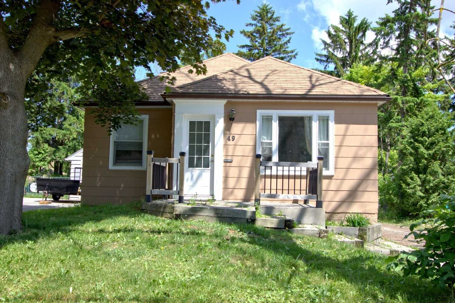 Detached house For Sale In Richmond Hill - 49 Hunt Ave, Richmond Hill, Ontario, Canada L4C 4H1 , 3 Bedrooms Bedrooms, ,2 BathroomsBathrooms,Detached,For Sale,Hunt