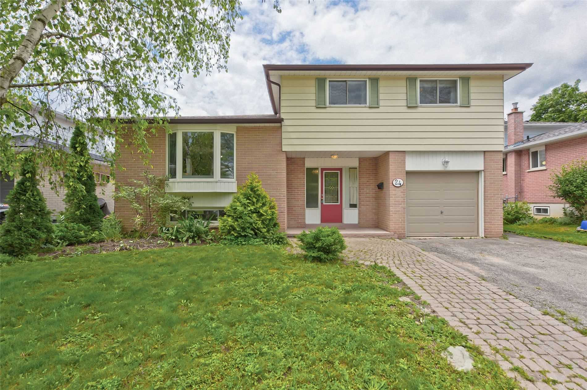 Detached house For Sale In Barrie - 24 Glenecho Dr, Barrie, Ontario, Canada L4M4J3 , 4 Bedrooms Bedrooms, ,3 BathroomsBathrooms,Detached,For Sale,Glenecho