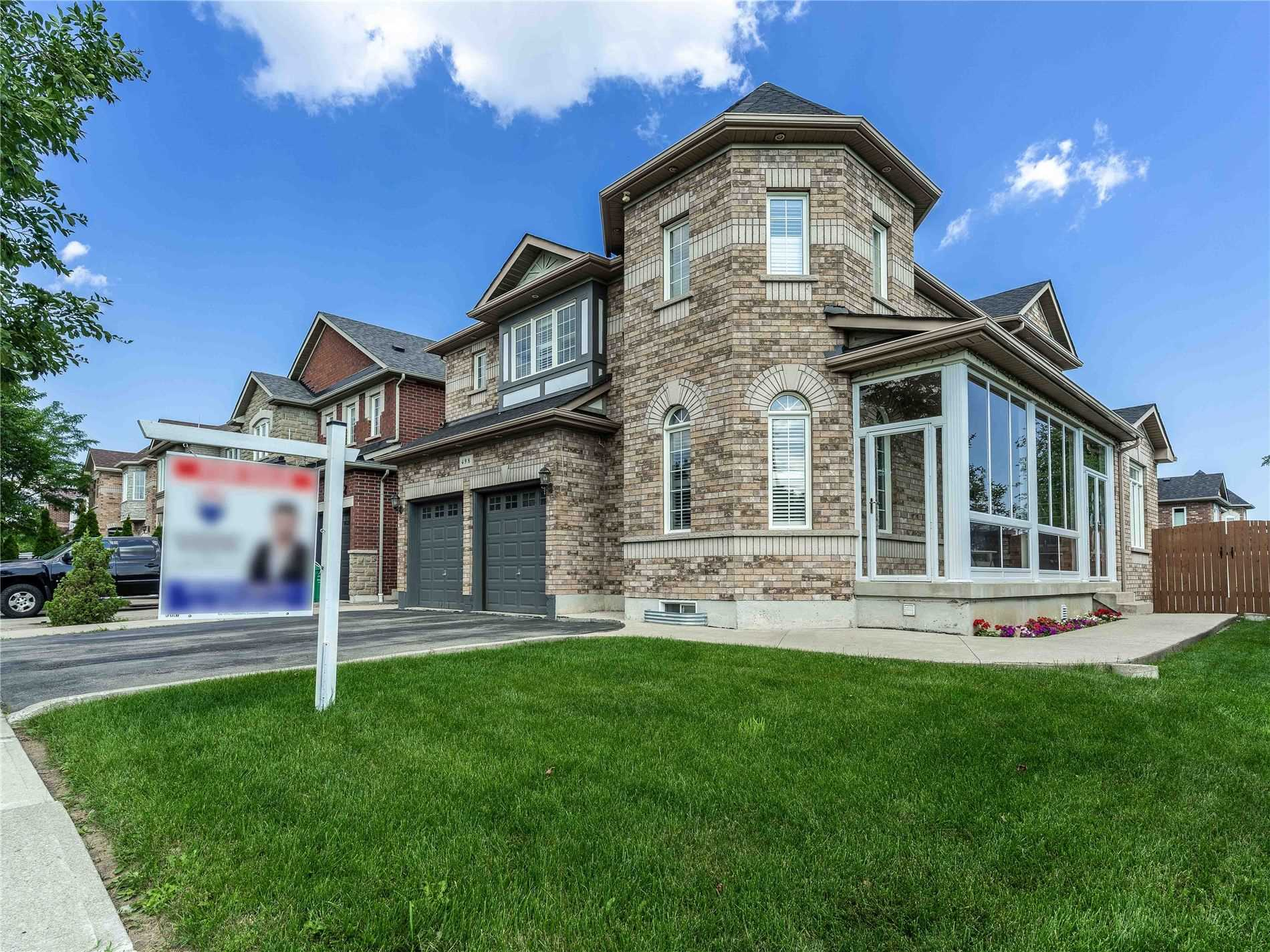 Detached house For Sale In Mississauga - 498 Tremblant Crt, Mississauga, Ontario, Canada L5W1P4 , 4 Bedrooms Bedrooms, ,5 BathroomsBathrooms,Detached,For Sale,Tremblant