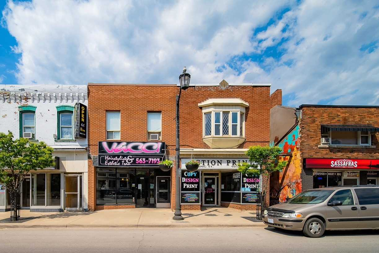 Store W/apt/office For Sale In Lincoln , ,Store W/apt/office,For Sale,King
