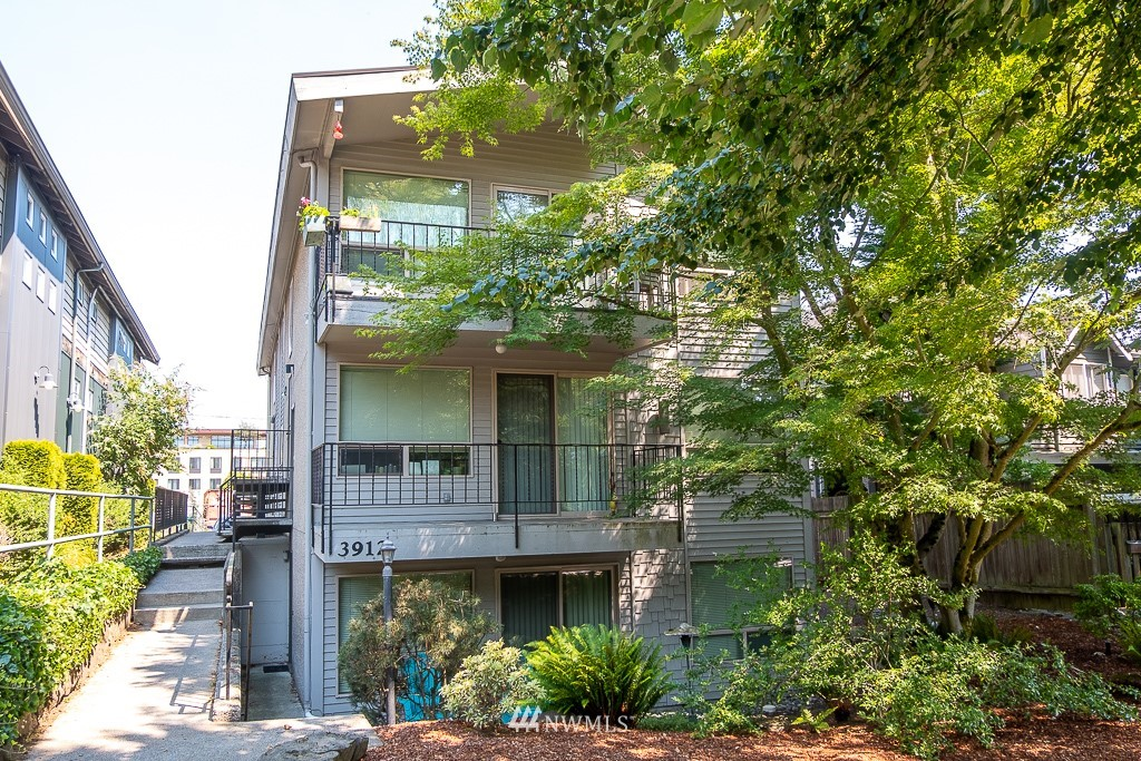 3912 Linden Avenue, Seattle, Washington 98103, ,Residential Income,For Sale,Linden Avenue,NWM1811397