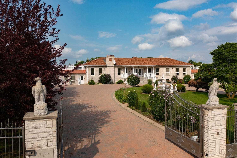 34 Michelangelo Blvd, Brampton, Ontario L6P0H3, 4 Bedrooms Bedrooms, 9 Rooms Rooms,4 BathroomsBathrooms,Detached,For Sale,Michelangelo,W5323557