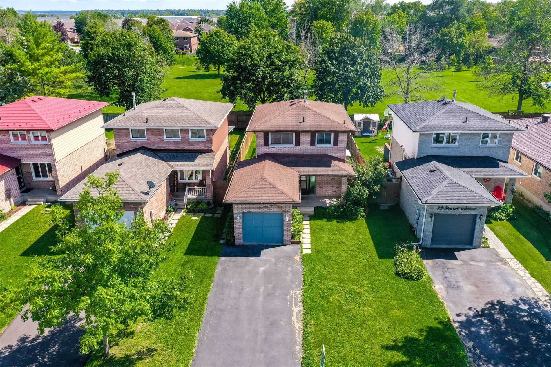 Detached house For Sale In New Tecumseth