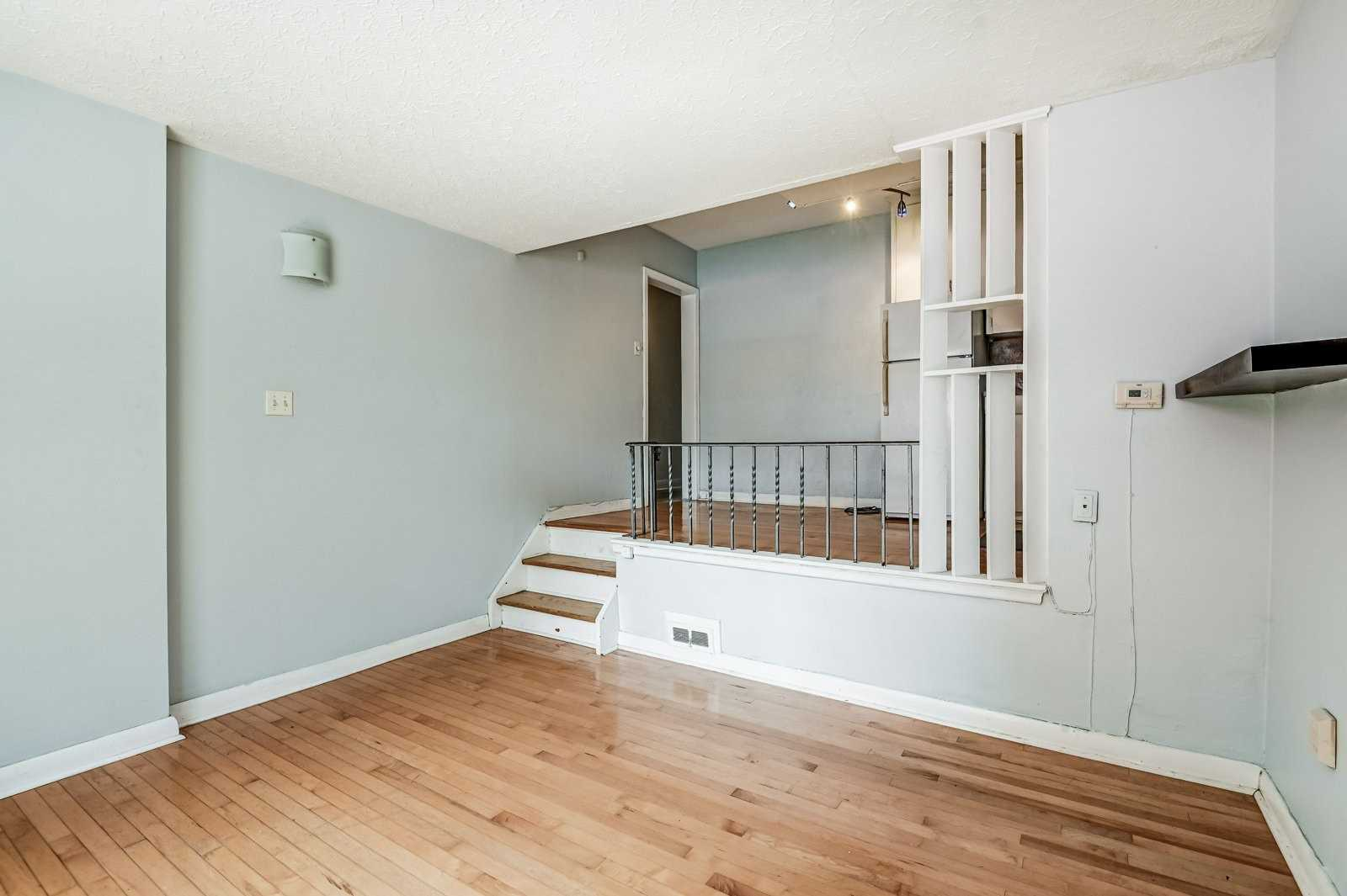 24 Kewbeach Ave, Toronto, Ontario M4L 1B7, 2 Bedrooms Bedrooms, 6 Rooms Rooms,3 BathroomsBathrooms,Duplex,For Sale,Kewbeach,E5327108