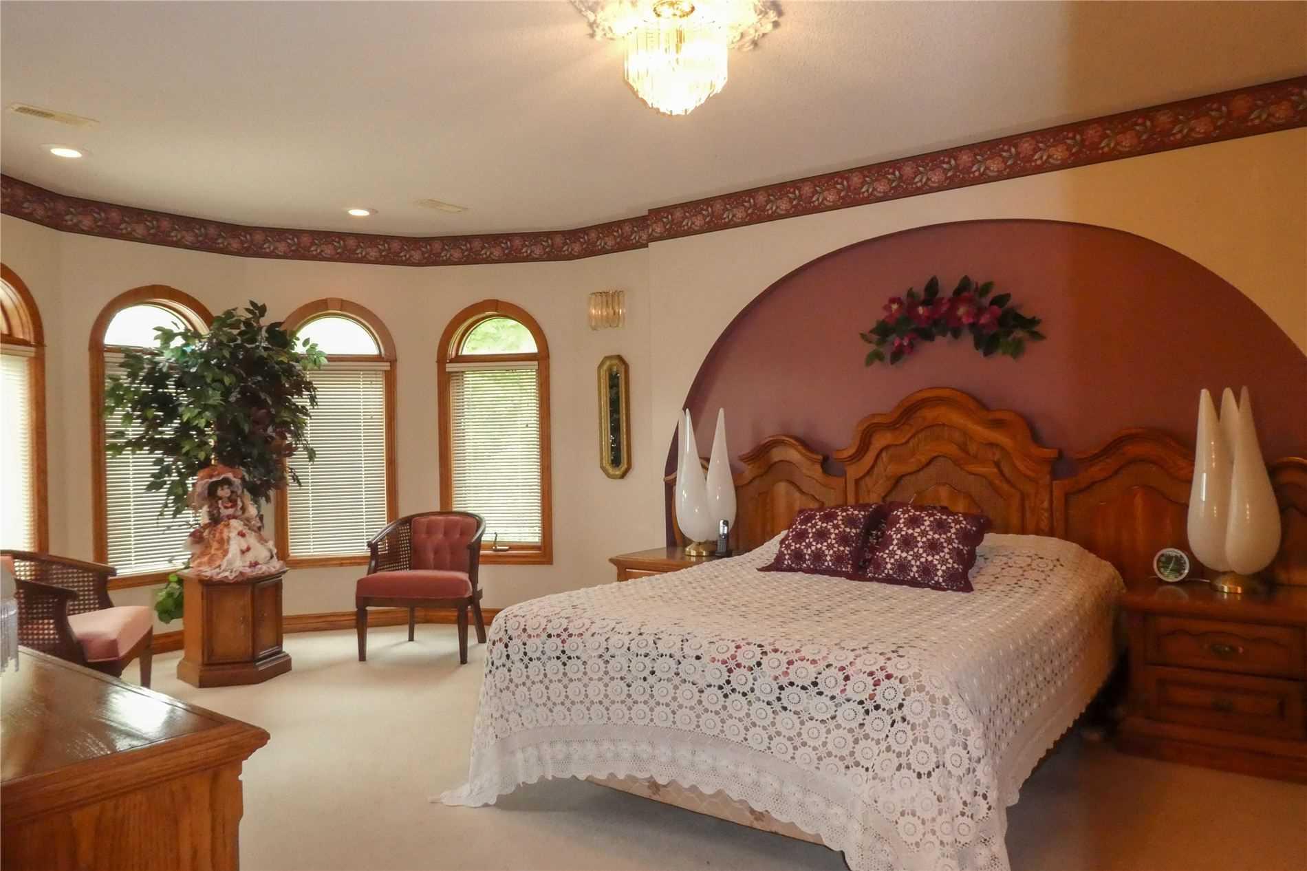 1036 Murphy Rd, Sarnia, Ontario N7S2Y2, 5 Bedrooms Bedrooms, 11 Rooms Rooms,4 BathroomsBathrooms,Detached,For Sale,Murphy,X5327654