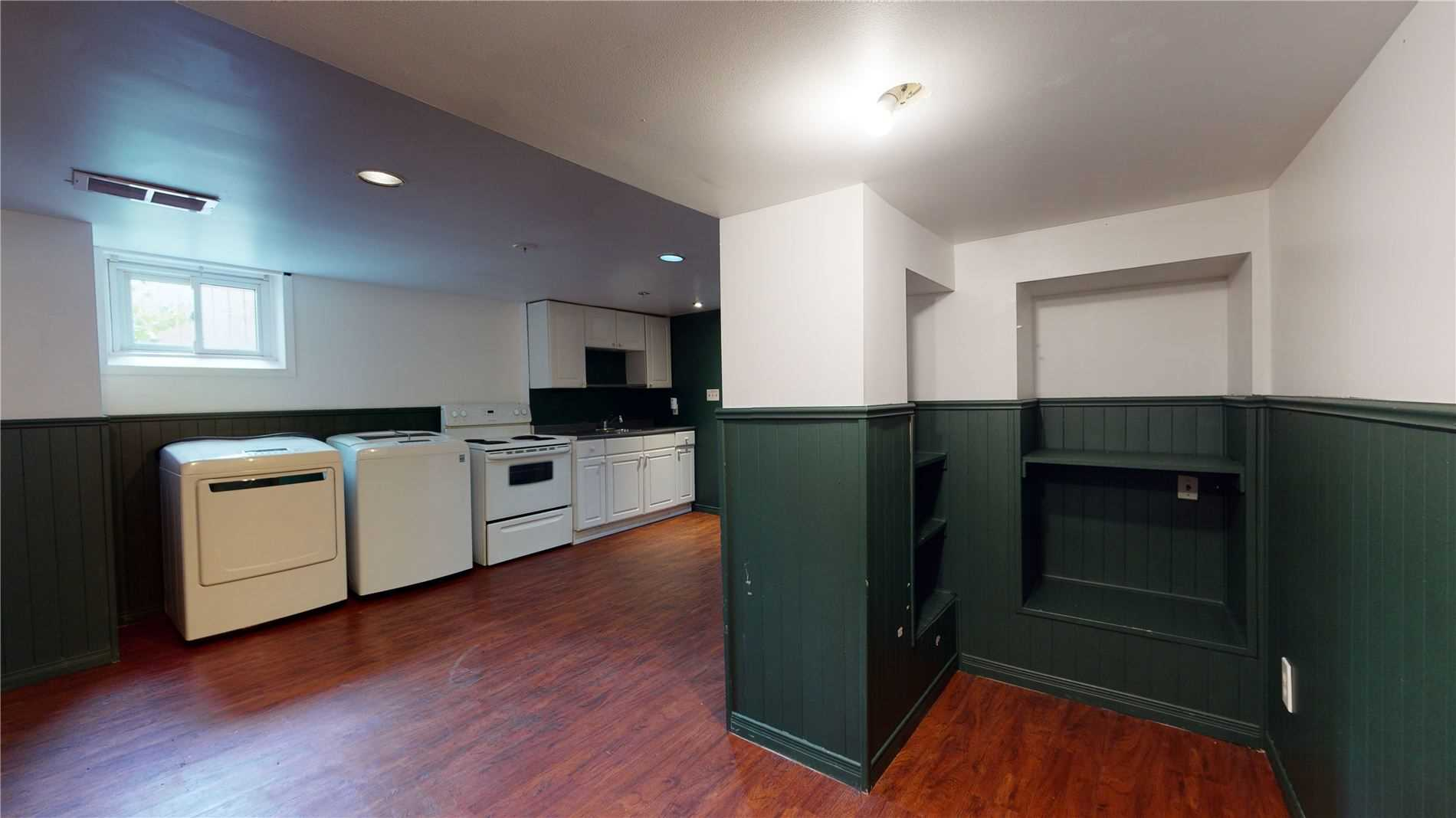77 Robert Wallace Dr, Kingston, Ontario K7M 1X9, 4 Bedrooms Bedrooms, 9 Rooms Rooms,3 BathroomsBathrooms,Duplex,For Sale,Robert Wallace,X5330431
