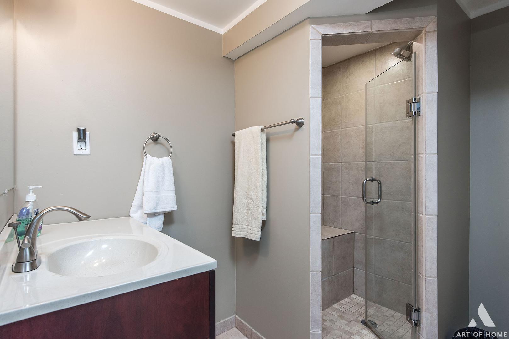 6326 Komensky Avenue, Chicago, Illinois 60629, 5 Bedrooms Bedrooms, ,3 BathroomsBathrooms,Residential,For Sale,Komensky,MRD11178220