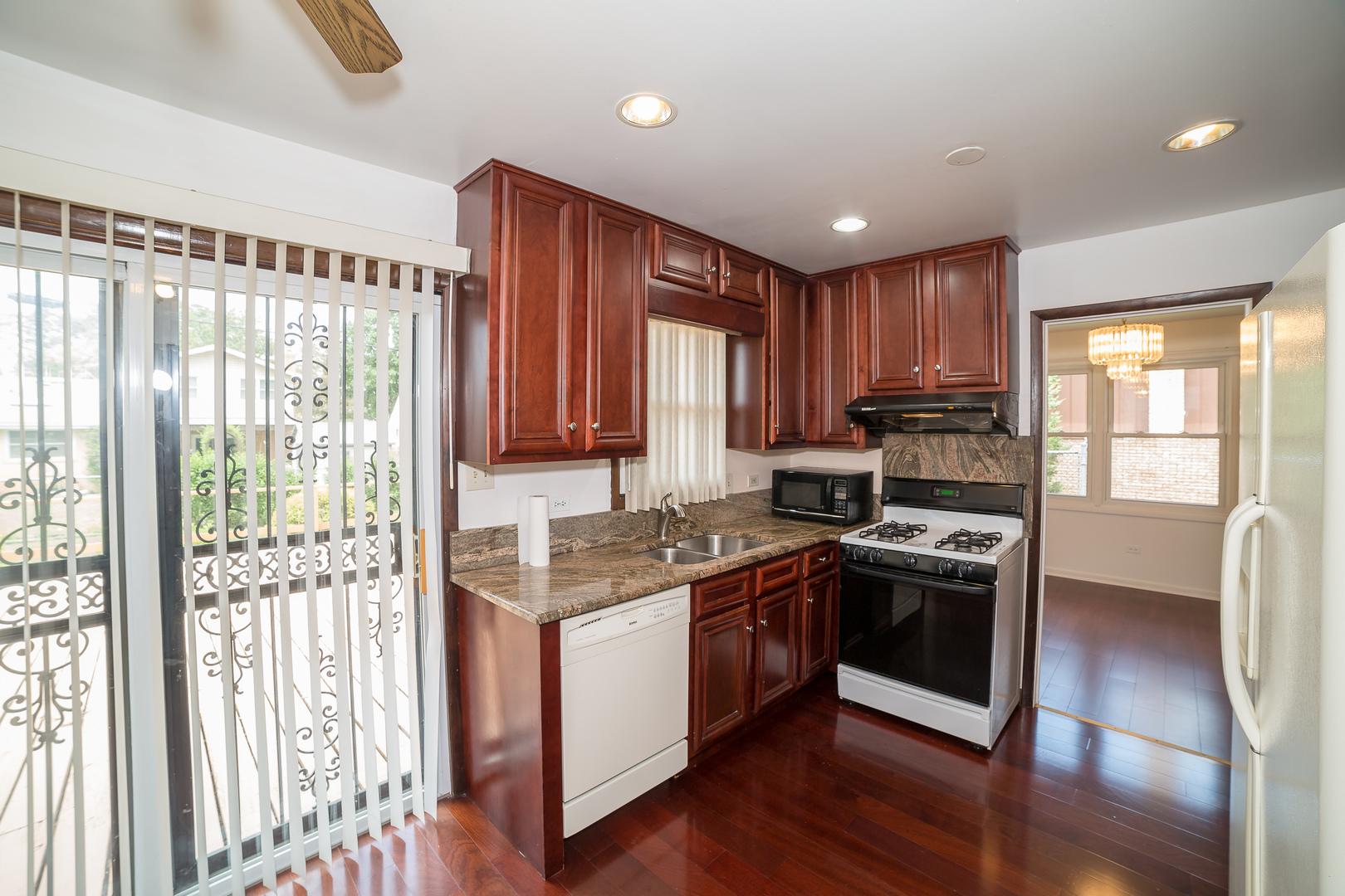 19008 Springfield Avenue, Flossmoor, Illinois 60422, 3 Bedrooms Bedrooms, ,2 BathroomsBathrooms,Residential,For Sale,Springfield,MRD11138494
