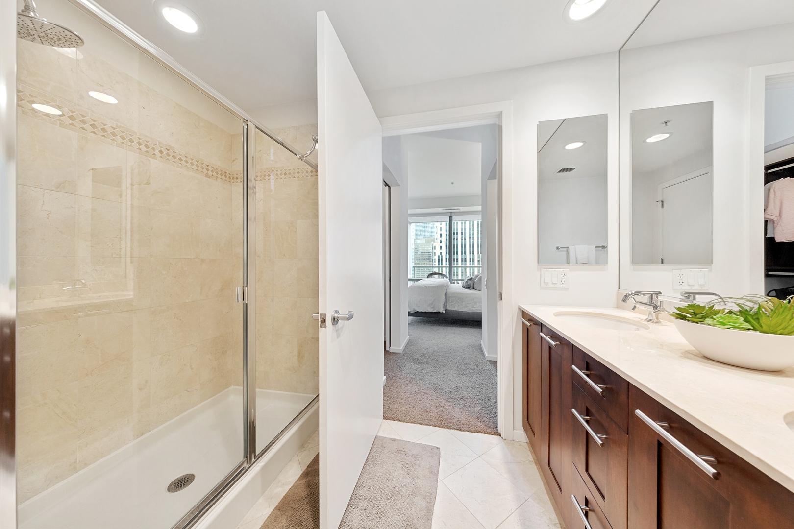 240 Illinois Street, Chicago, Illinois 60611, 2 Bedrooms Bedrooms, ,2 BathroomsBathrooms,Residential,For Sale,Illinois,MRD11156631