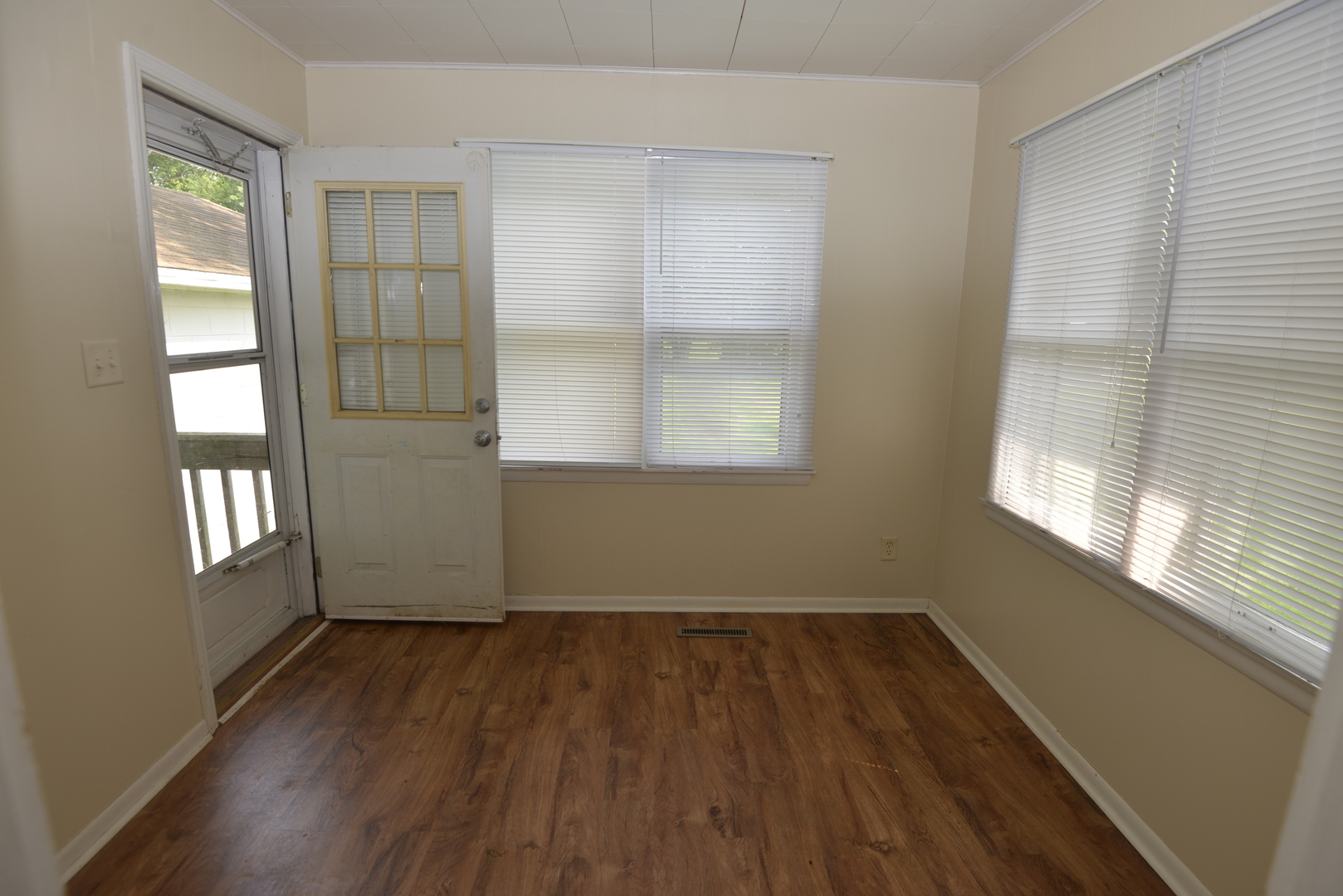 100 4th Street, Coal City, Illinois 60416, 2 Bedrooms Bedrooms, ,1 BathroomBathrooms,Residential,For Sale,4th,MRD11162202
