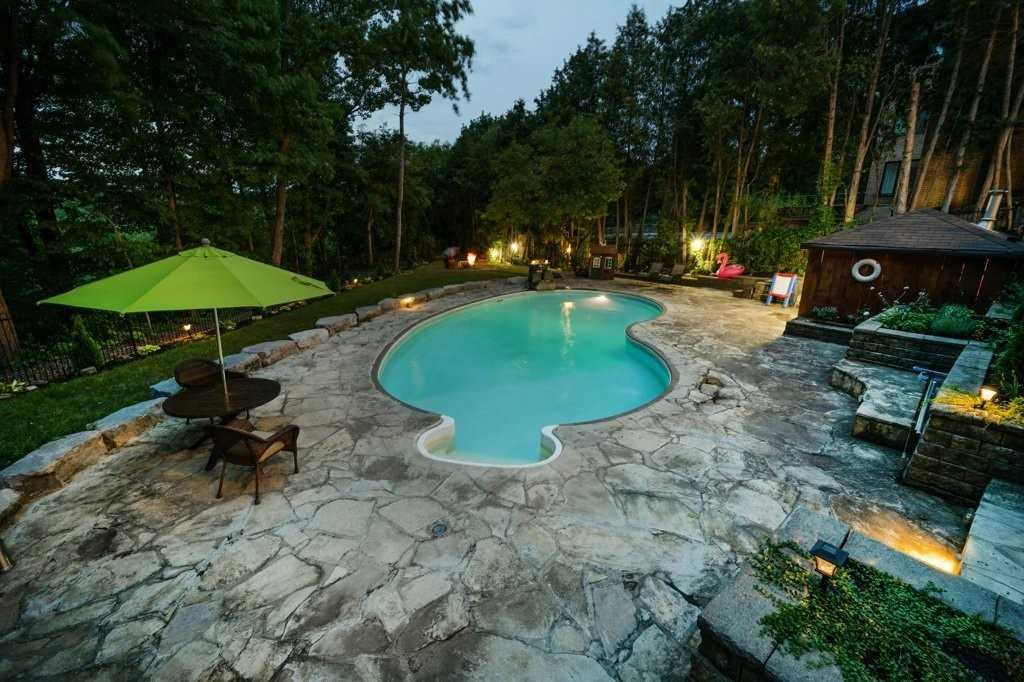4237 Bridlepath Tr, Mississauga, Ontario L5L3K3, 4 Bedrooms Bedrooms, 9 Rooms Rooms,7 BathroomsBathrooms,Detached,For Sale,Bridlepath,W5337449