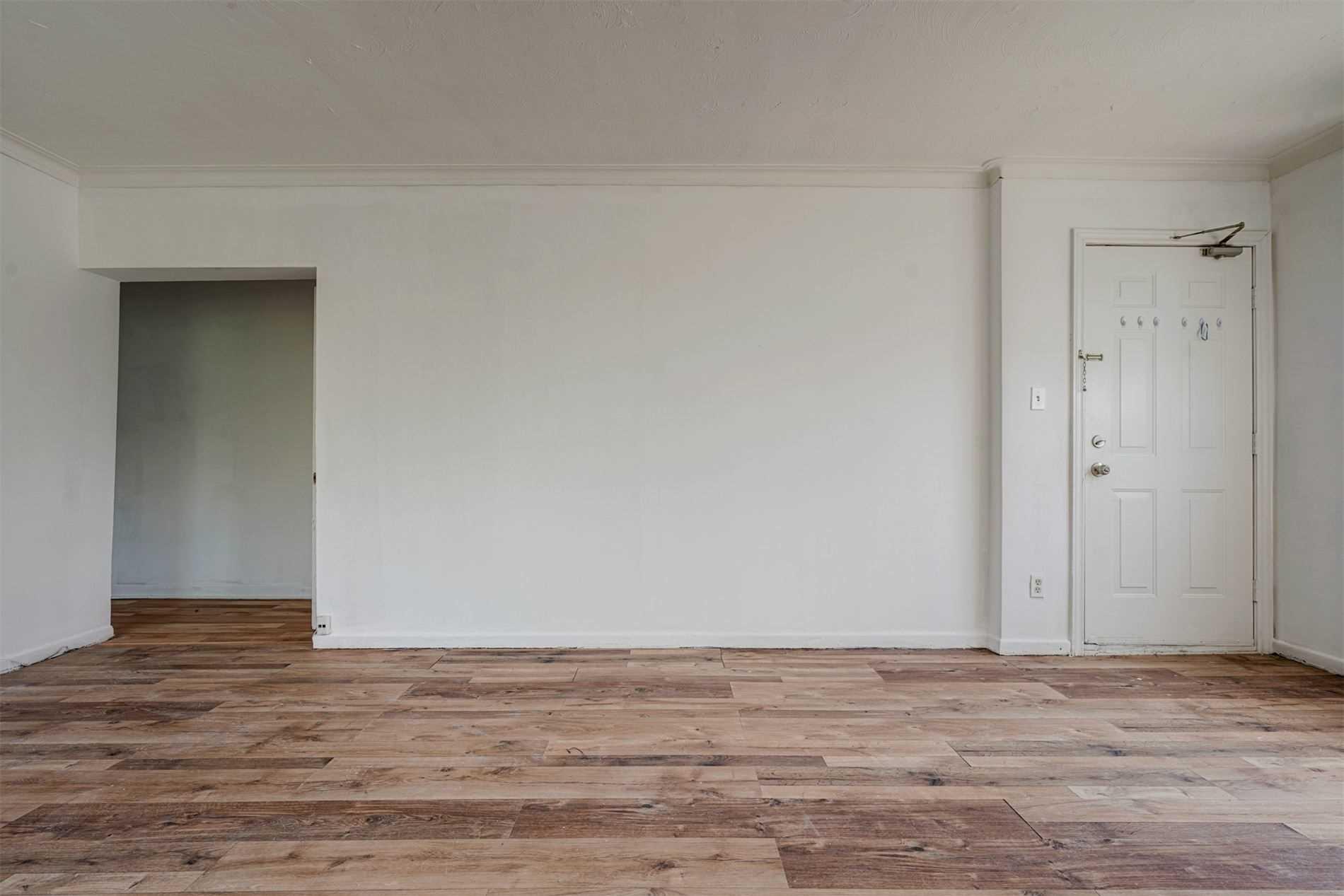 Triplex For Lease In Toronto , 2 Bedrooms Bedrooms, ,1 BathroomBathrooms,Triplex,For Lease,2,Birchmount