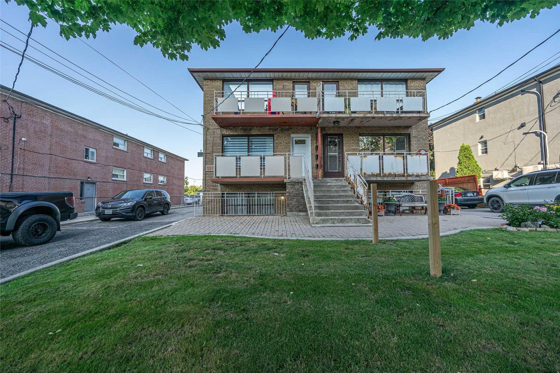 557 A Birchmount Rd, Toronto, Ontario M1K1P8, 5 Bedrooms Bedrooms, 14 Rooms Rooms,3 BathroomsBathrooms,Triplex,For Sale,Birchmount,E5338160