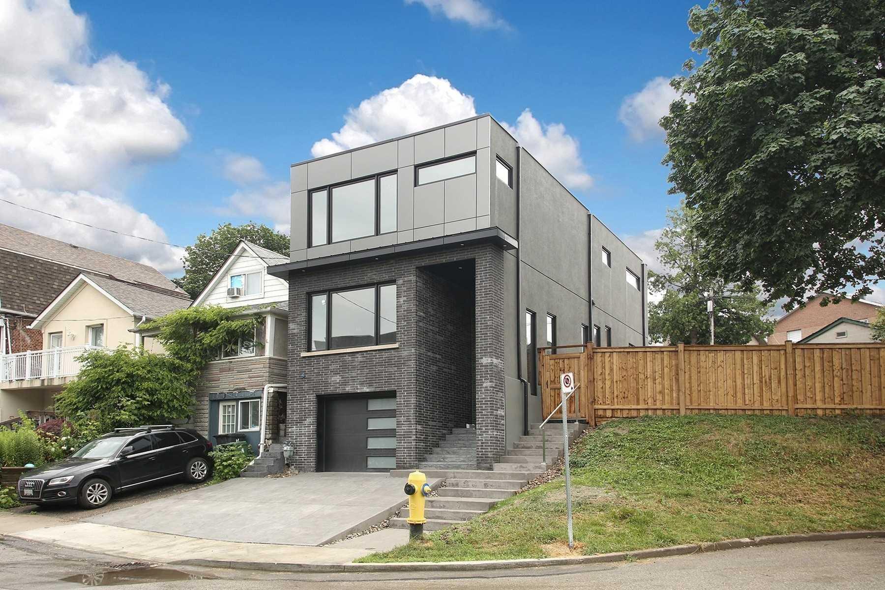 22 Woodcroft Cres, Toronto, Ontario M6E1W8, 3 Bedrooms Bedrooms, 6 Rooms Rooms,4 BathroomsBathrooms,Detached,For Sale,Woodcroft,W5337942