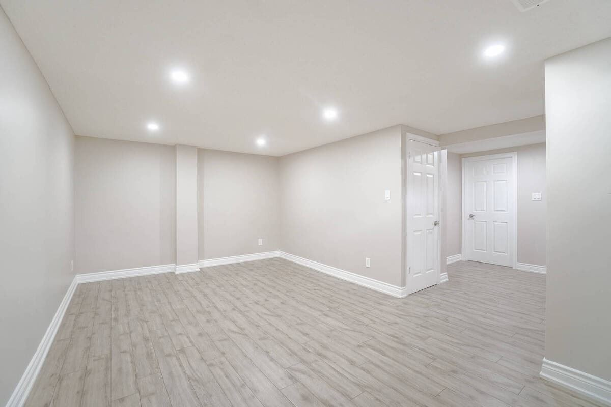 6540 Falconer Dr, Mississauga, Ontario L5N1M1, 3 Bedrooms Bedrooms, 6 Rooms Rooms,2 BathroomsBathrooms,Condo Townhouse,For Sale,Falconer,W5337938