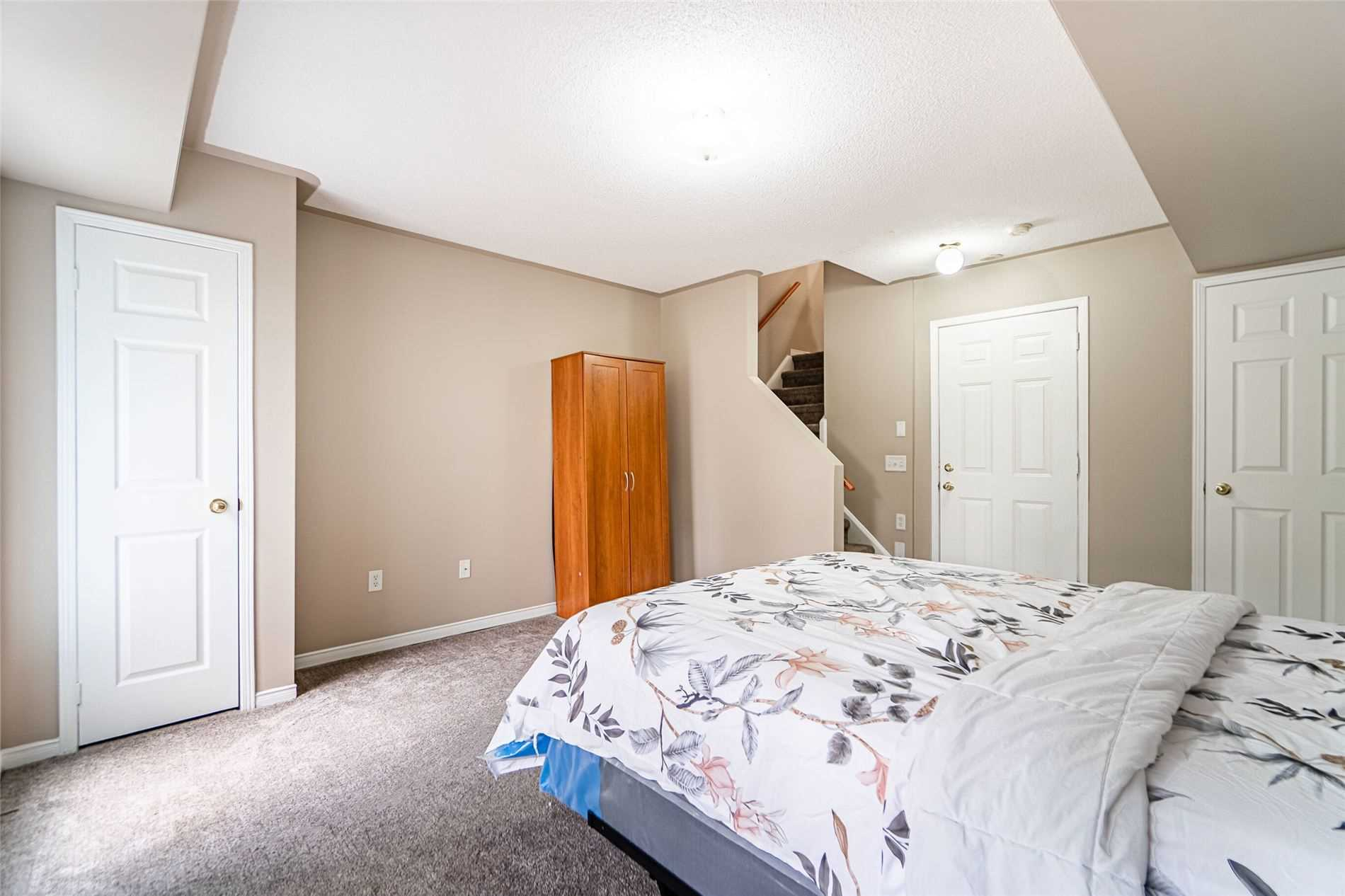 50 Strathaven Dr, Mississauga, Ontario L5R4E7, 3 Bedrooms Bedrooms, 8 Rooms Rooms,3 BathroomsBathrooms,Condo Townhouse,For Sale,Strathaven,W5338152