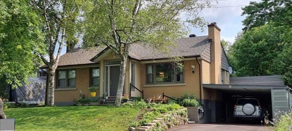 11 Elvina St, Ottawa, Ontario K1J7K9, 3 Bedrooms Bedrooms, 5 Rooms Rooms,4 BathroomsBathrooms,Detached,For Sale,Elvina,X5340095