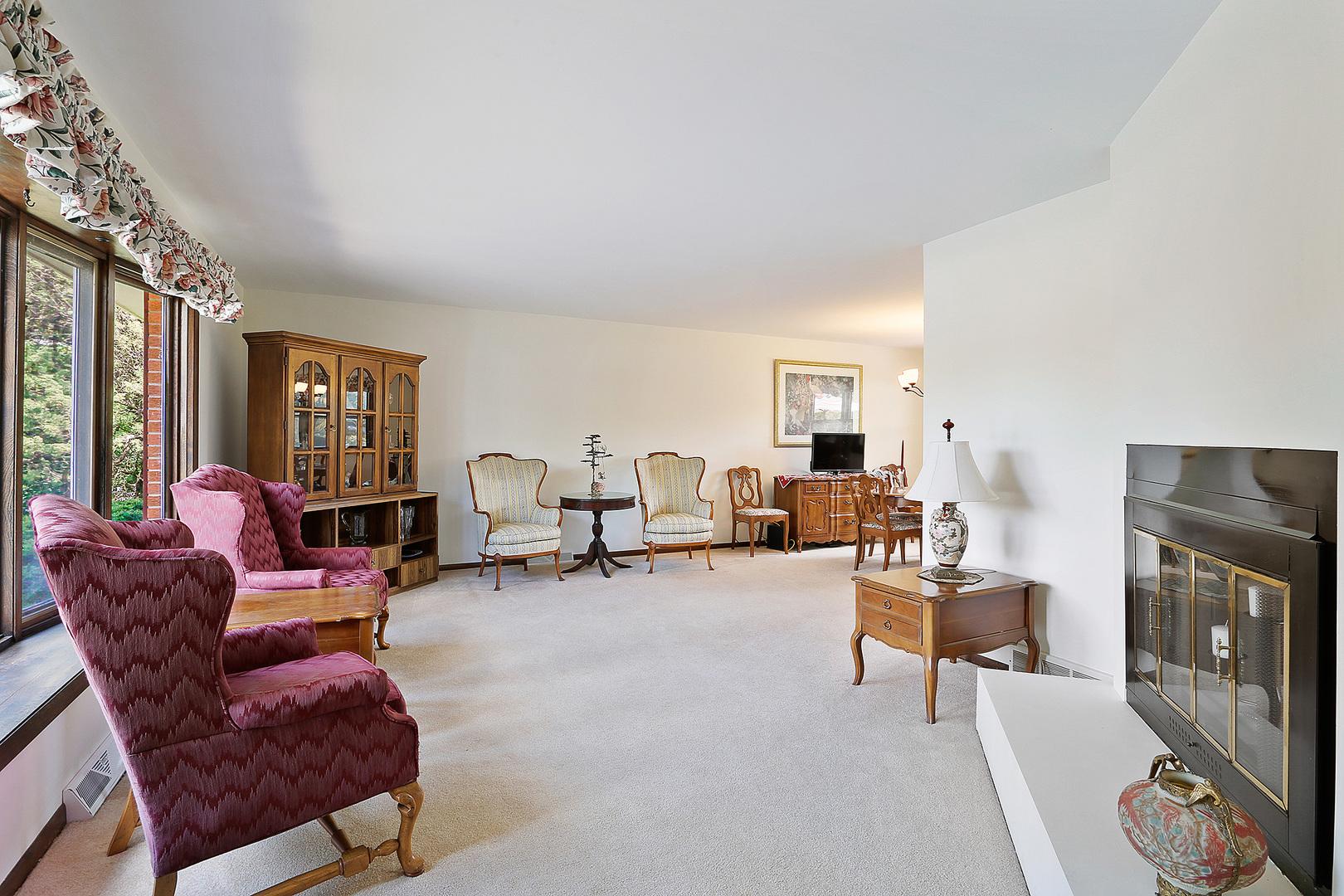 20W281 Pleasantdale Drive, Lemont, Illinois 60439, 3 Bedrooms Bedrooms, ,1 BathroomBathrooms,Residential,For Sale,Pleasantdale,MRD11150362