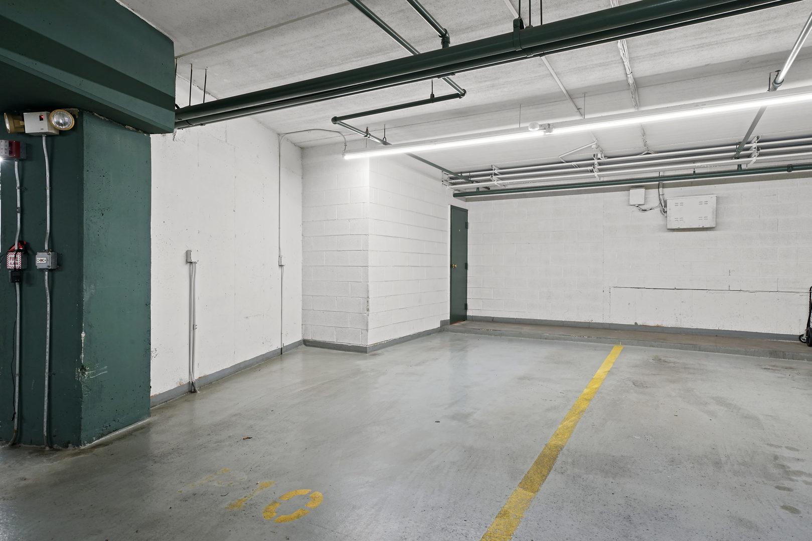 8580 Foster Avenue, Norridge, Illinois 60706, 2 Bedrooms Bedrooms, ,2 BathroomsBathrooms,Residential,For Sale,Foster,MRD11151431