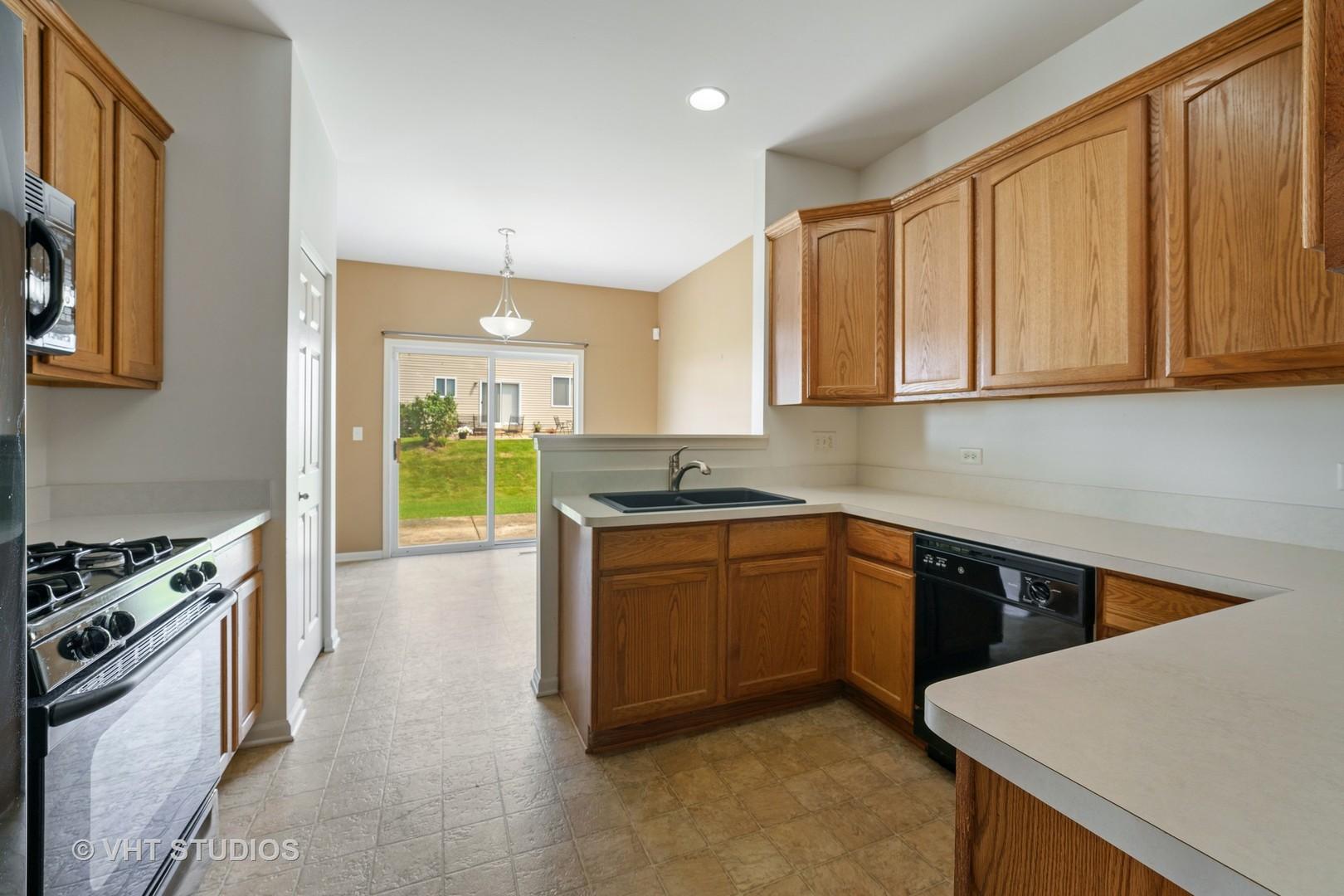 8203 Woodview Avenue, Joliet, Illinois 60431, 2 Bedrooms Bedrooms, ,2 BathroomsBathrooms,Residential,For Sale,Woodview,MRD11151541