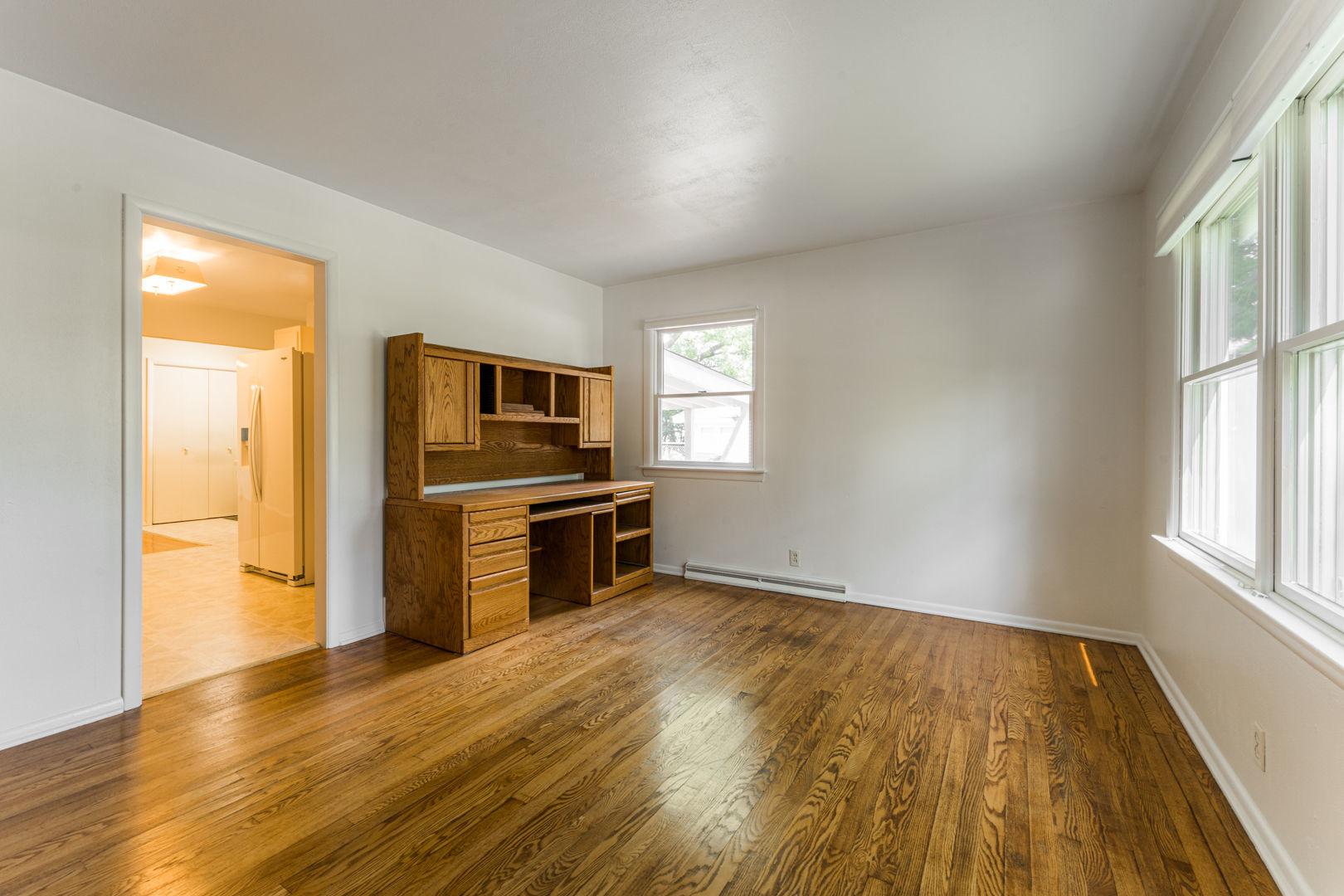 231 River Drive, DeKalb, Illinois 60115, 3 Bedrooms Bedrooms, ,2 BathroomsBathrooms,Residential,For Sale,River,MRD11155899